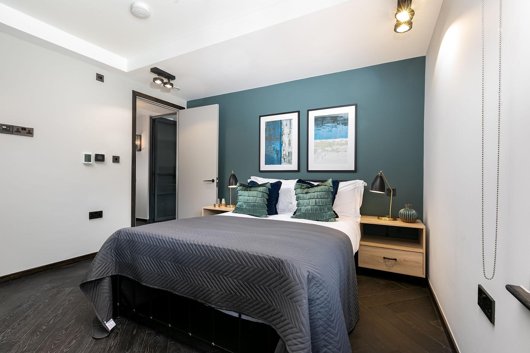 Lovelydays luxury service apartment rental - London - Soho - Noel Street VI - Lovelysuite - 2 bedrooms - 2 bathrooms - Queen bed - 115e432583dc - Lovelydays