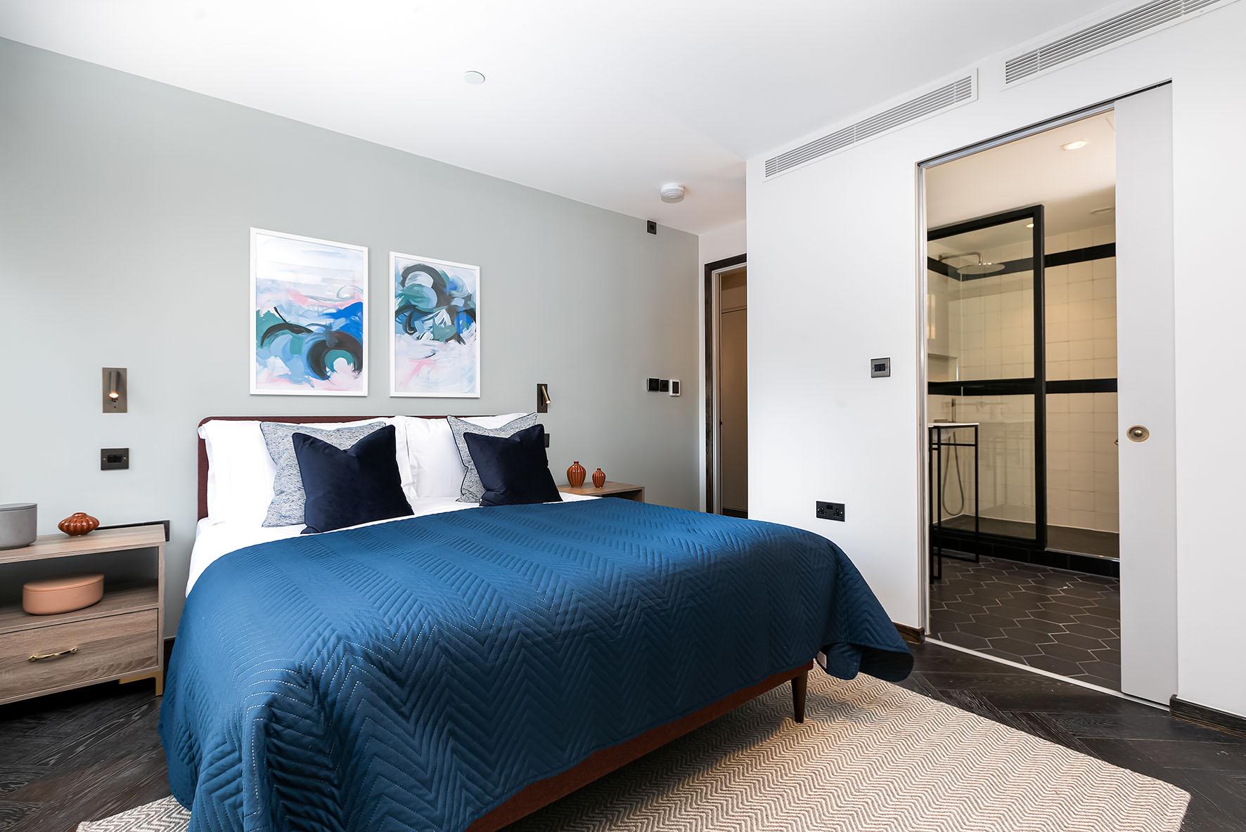 Lovelydays luxury service apartment rental - London - Soho - Noel Street VI - Lovelysuite - 2 bedrooms - 2 bathrooms - Queen bed - luxury apartment in london - 3743eabde27a - Lovelydays