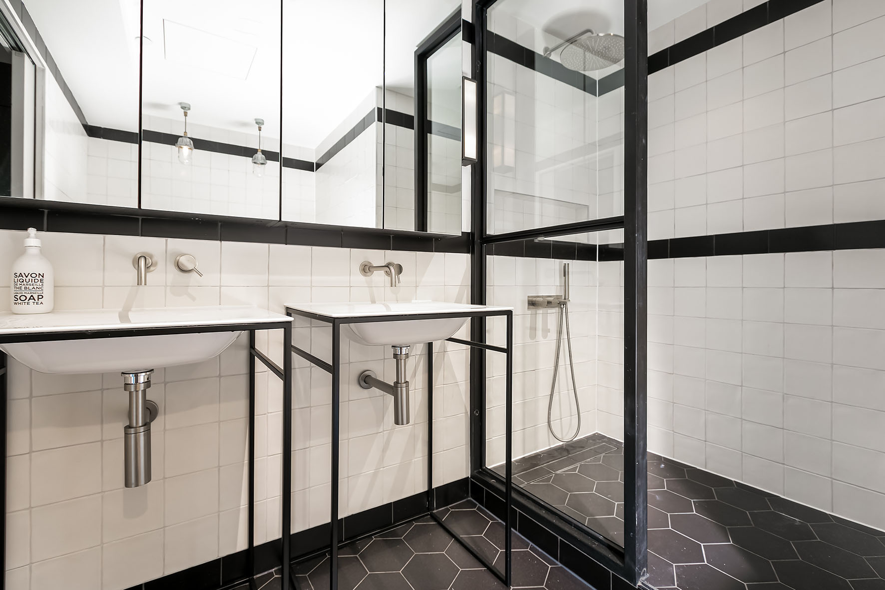 Lovelydays luxury service apartment rental - London - Soho - Noel Street VI - Lovelysuite - 2 bedrooms - 2 bathrooms - Lovely shower - 1051e6325d6e - Lovelydays