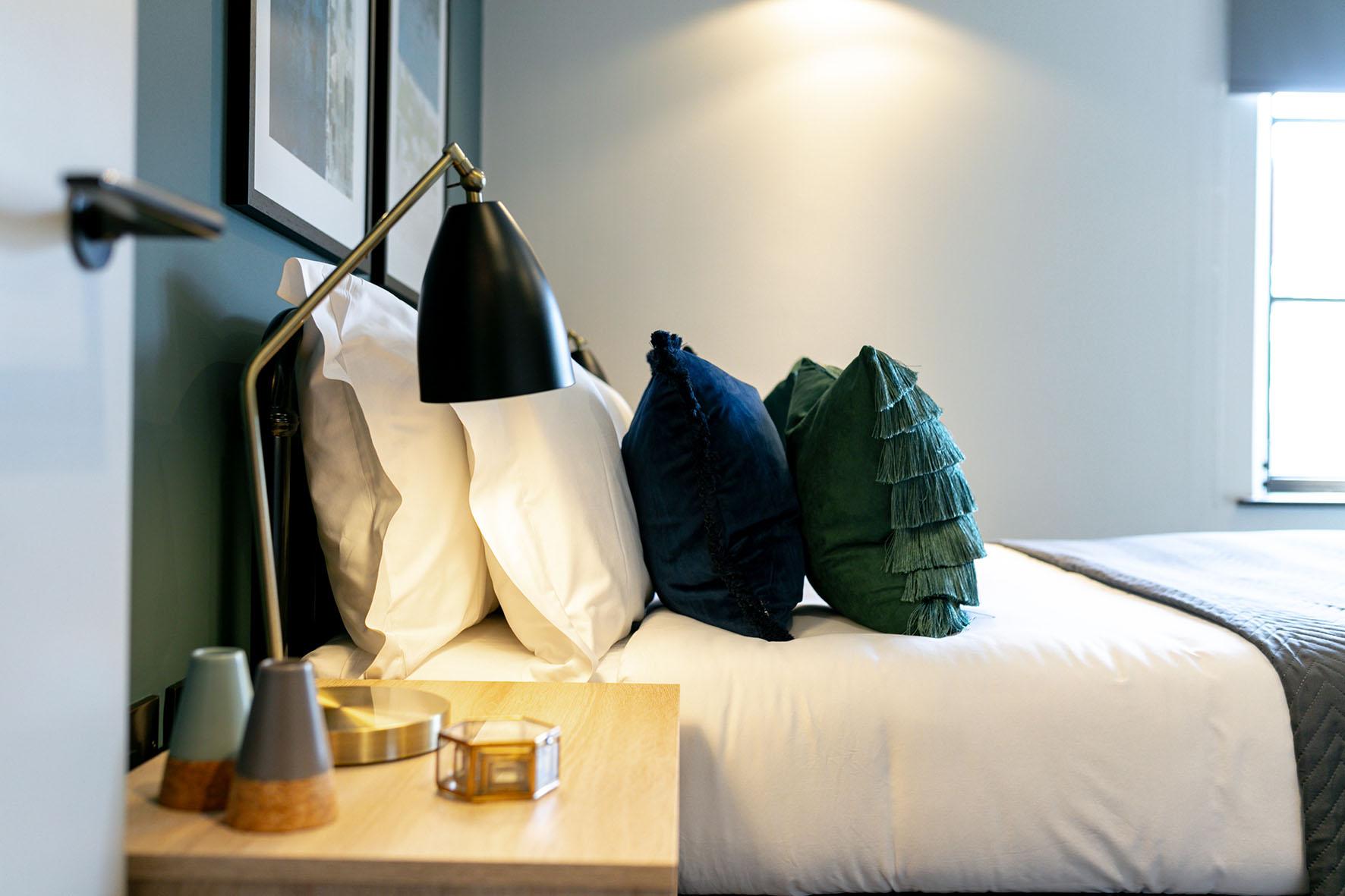 Lovelydays luxury service apartment rental - London - Soho - Noel Street VI - Lovelysuite - 2 bedrooms - 2 bathrooms - Reading lamps - 50e4491f0d1c - Lovelydays