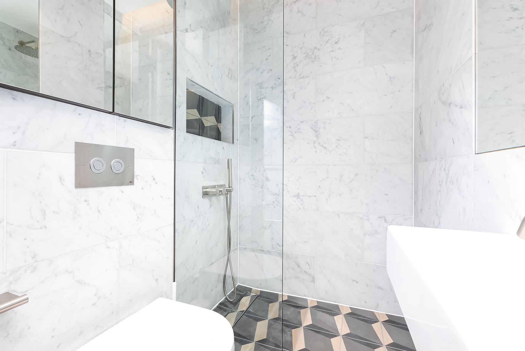 Lovelydays luxury service apartment rental - London - Soho - Noel Street VI - Lovelysuite - 2 bedrooms - 2 bathrooms - Lovely shower - luxury apartment in london - 895a2c31eba9 - Lovelydays