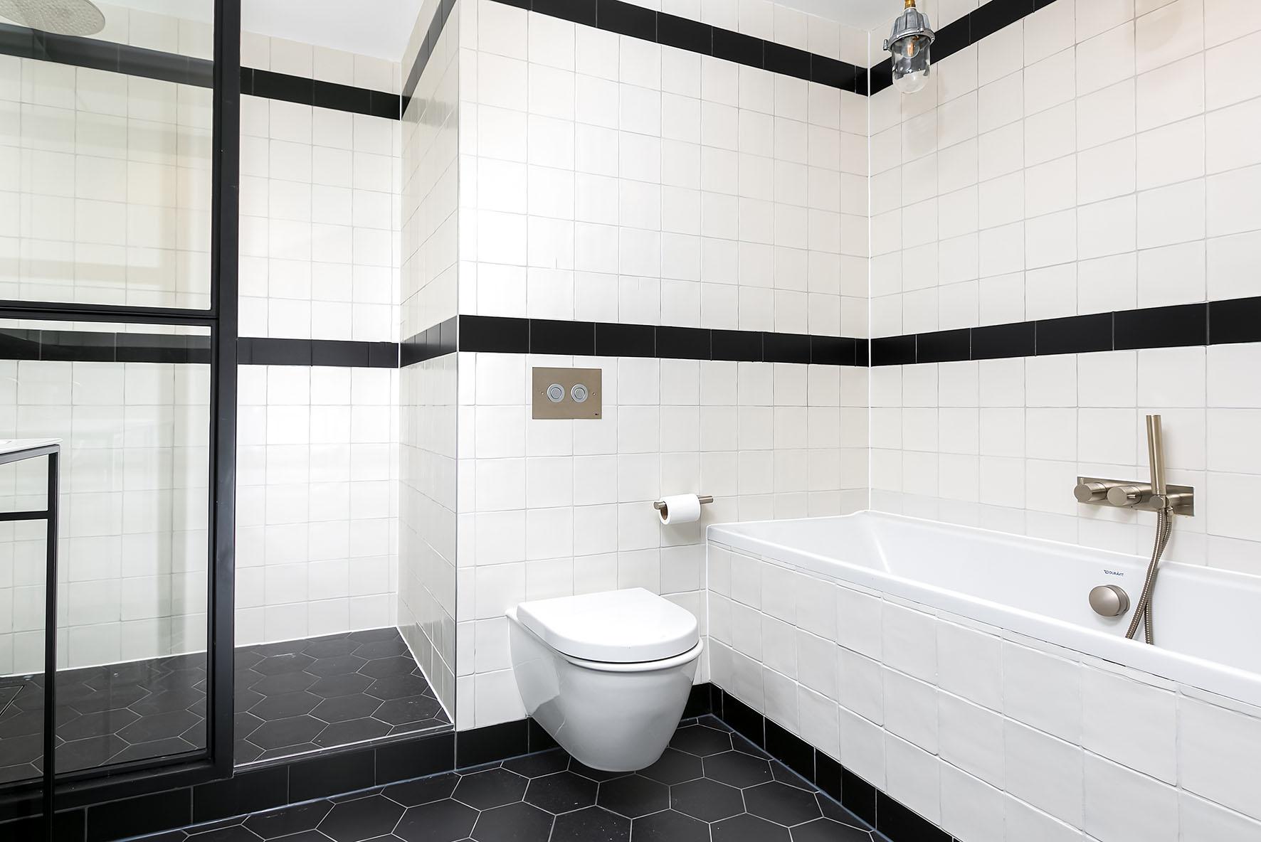 Lovelydays luxury service apartment rental - London - Soho - Noel Street VI - Lovelysuite - 2 bedrooms - 2 bathrooms - Beautiful bathtub - 3b93b9e5dc11 - Lovelydays