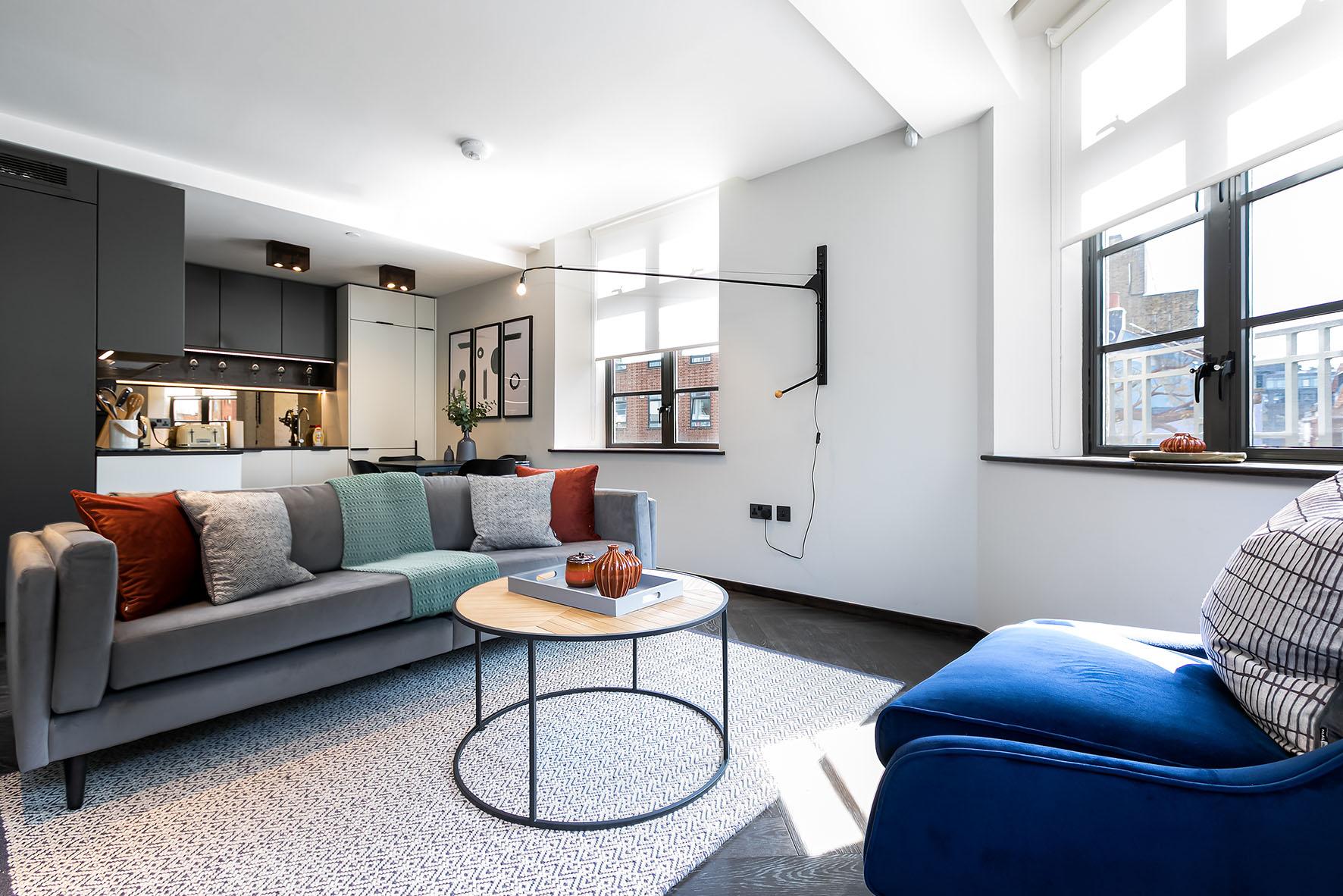 Lovelydays luxury service apartment rental - London - Soho - Oxford Street IV - Lovelysuite - 2 bedrooms - 2 bathrooms - Luxury living room - ae17442884e2 - Lovelydays