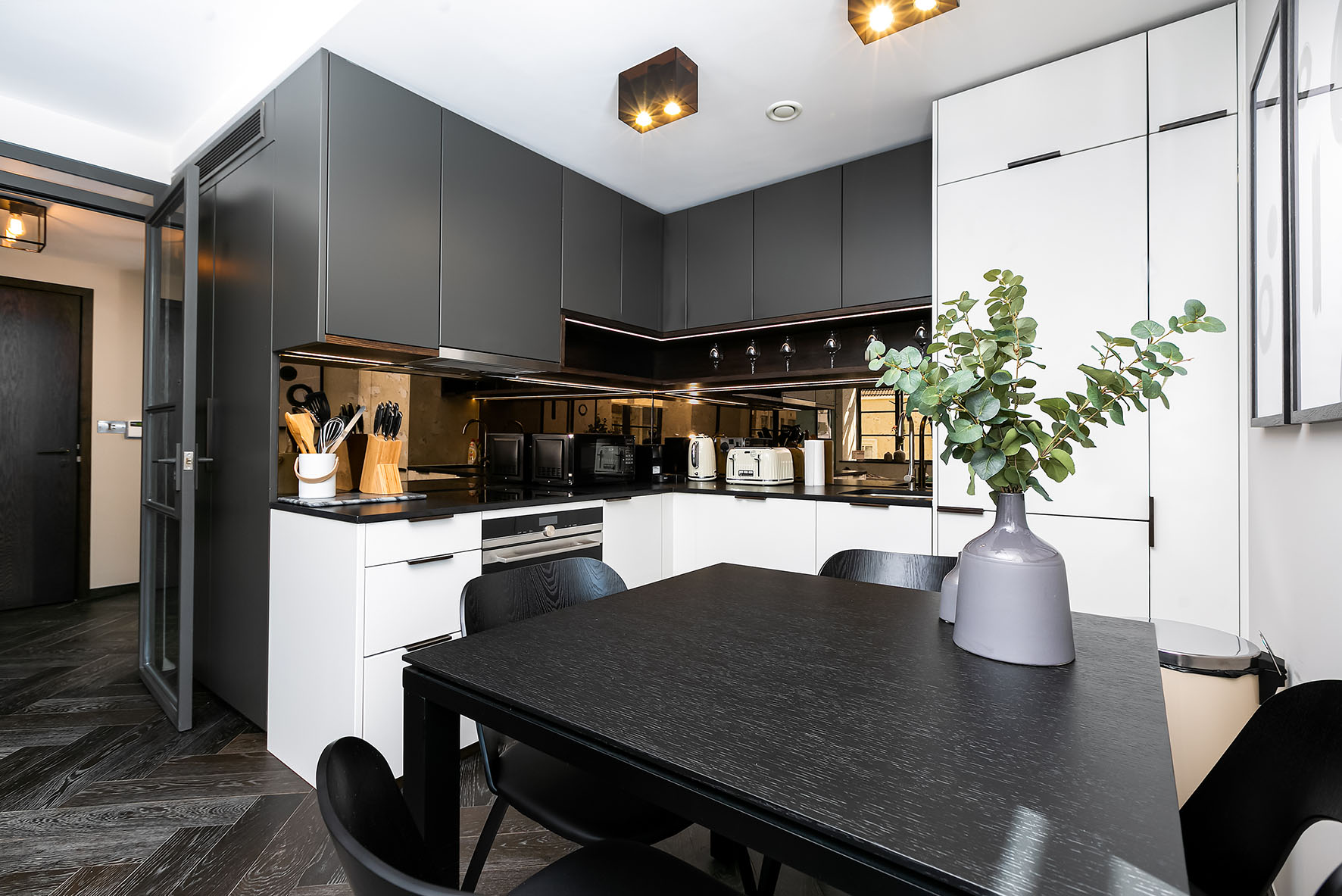 Lovelydays luxury service apartment rental - London - Soho - Oxford Street IV - Lovelysuite - 2 bedrooms - 2 bathrooms - Luxury kitchen - 903341848ab4 - Lovelydays