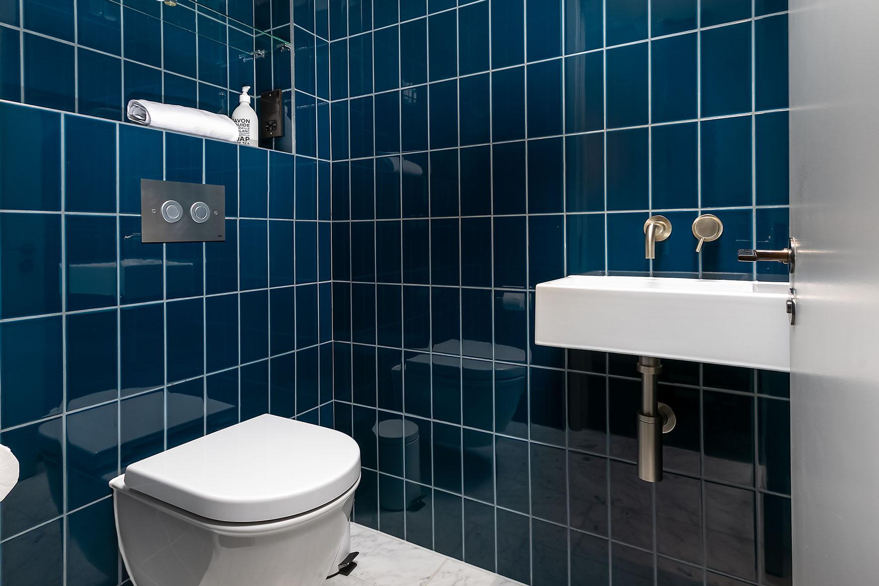 Lovelydays luxury service apartment rental - London - Soho - Oxford Street IV - Lovelysuite - 2 bedrooms - 2 bathrooms - Lovely shower - 4dd2a3e2e5b7 - Lovelydays