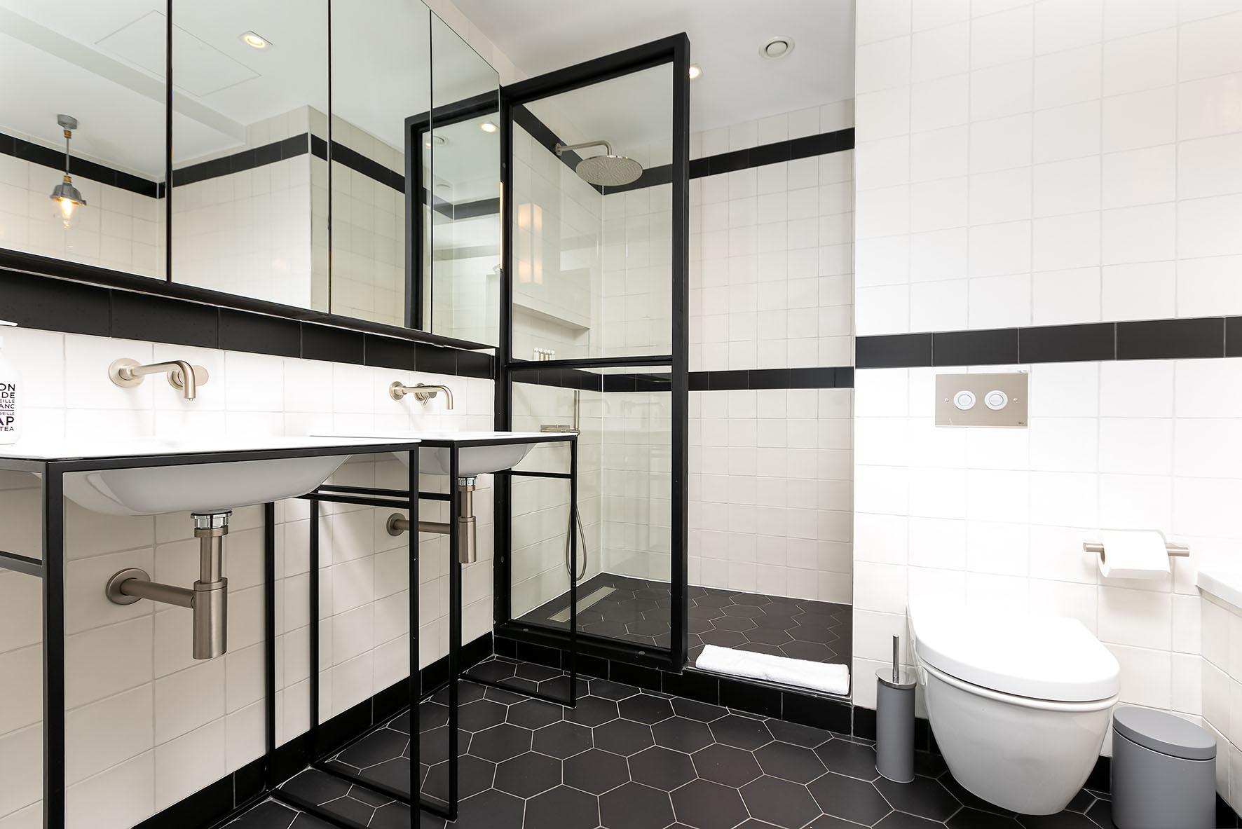 Lovelydays luxury service apartment rental - London - Soho - Oxford Street IV - Lovelysuite - 2 bedrooms - 2 bathrooms - Lovely shower - 01d936567971 - Lovelydays
