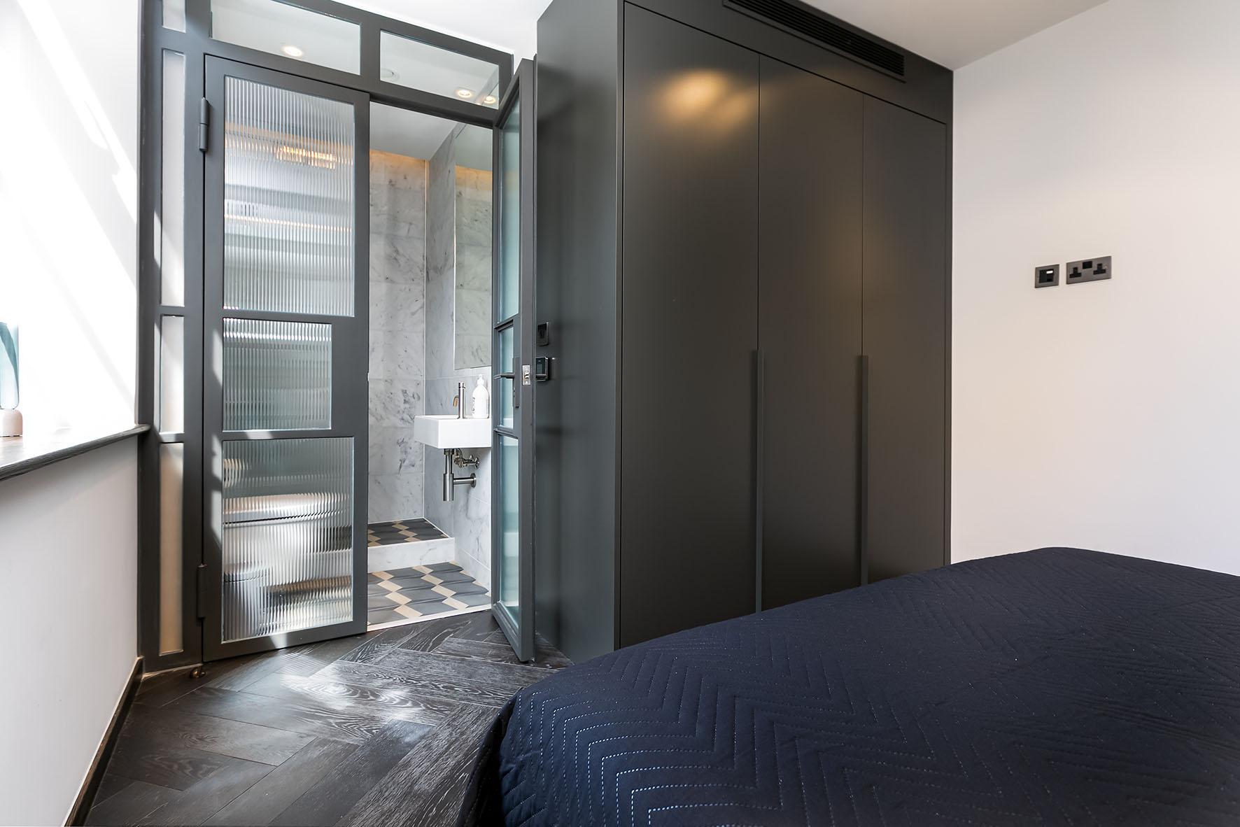 Lovelydays luxury service apartment rental - London - Soho - Oxford Street IV - Lovelysuite - 2 bedrooms - 2 bathrooms - Queen bed - 3d7b5e09a81f - Lovelydays