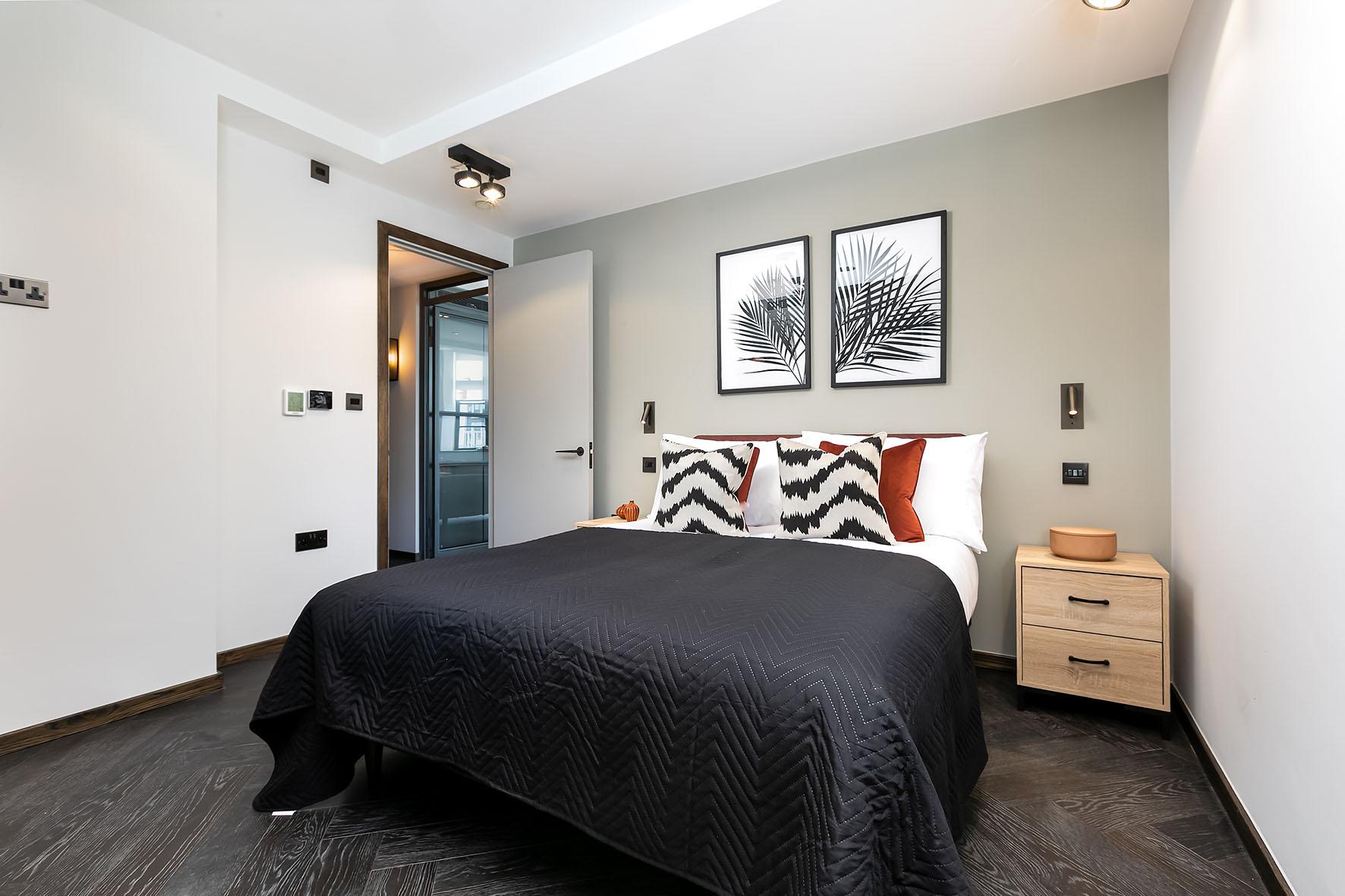Lovelydays luxury service apartment rental - London - Soho - Oxford Street IV - Lovelysuite - 2 bedrooms - 2 bathrooms - Queen bed - b8bd36a8142d - Lovelydays