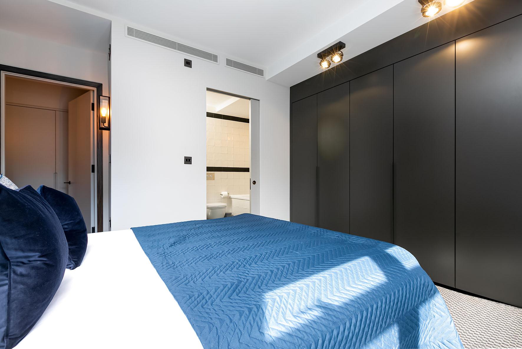 Lovelydays luxury service apartment rental - London - Soho - Oxford Street IV - Lovelysuite - 2 bedrooms - 2 bathrooms - Queen bed - eb205e2b0164 - Lovelydays