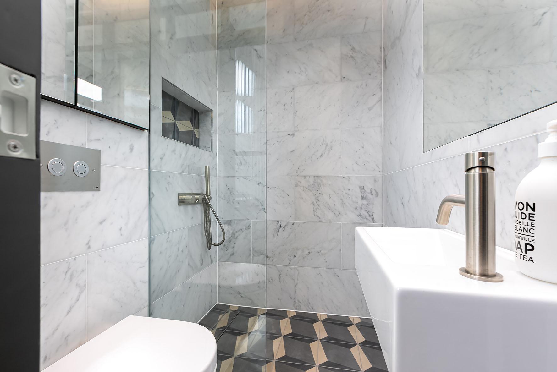 Lovelydays luxury service apartment rental - London - Soho - Oxford Street IV - Lovelysuite - 2 bedrooms - 2 bathrooms - Lovely shower - f76760176031 - Lovelydays