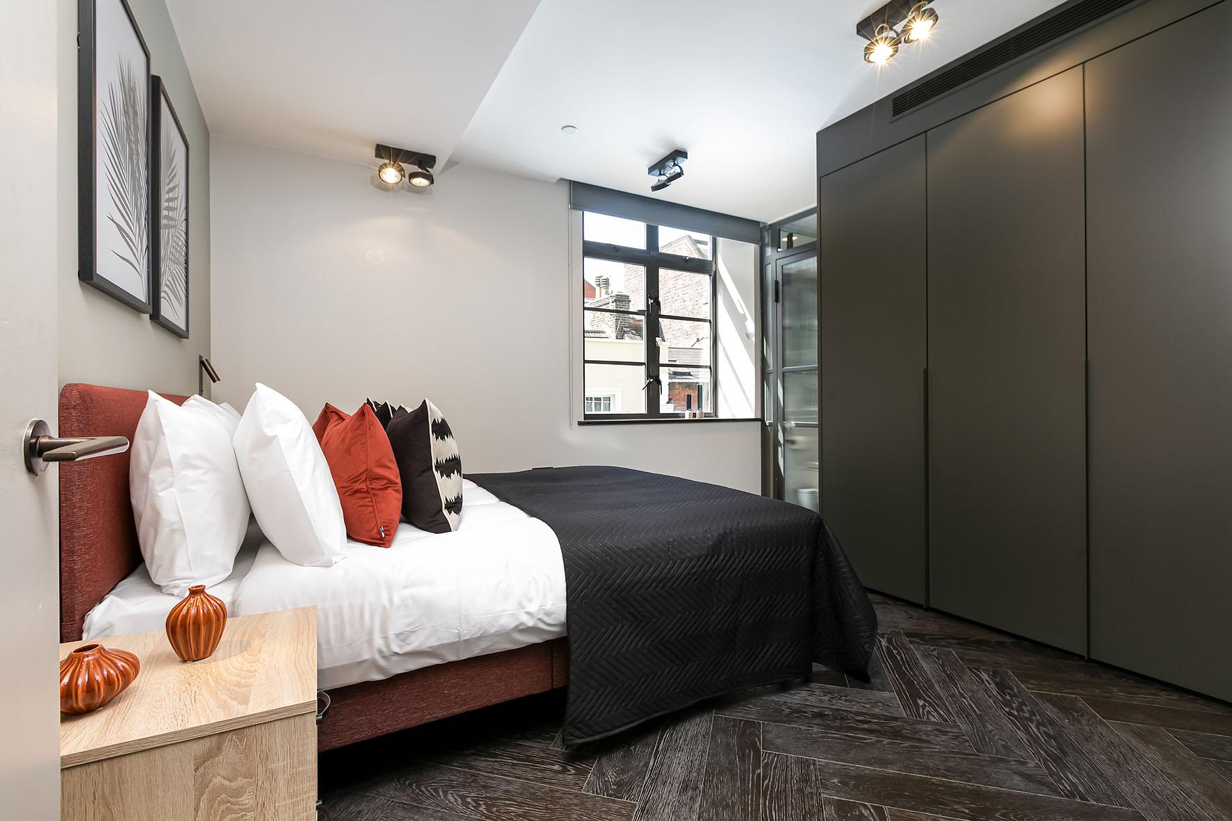 Lovelydays luxury service apartment rental - London - Soho - Oxford Street IV - Lovelysuite - 2 bedrooms - 2 bathrooms - Queen bed - 9ba469c5bd26 - Lovelydays