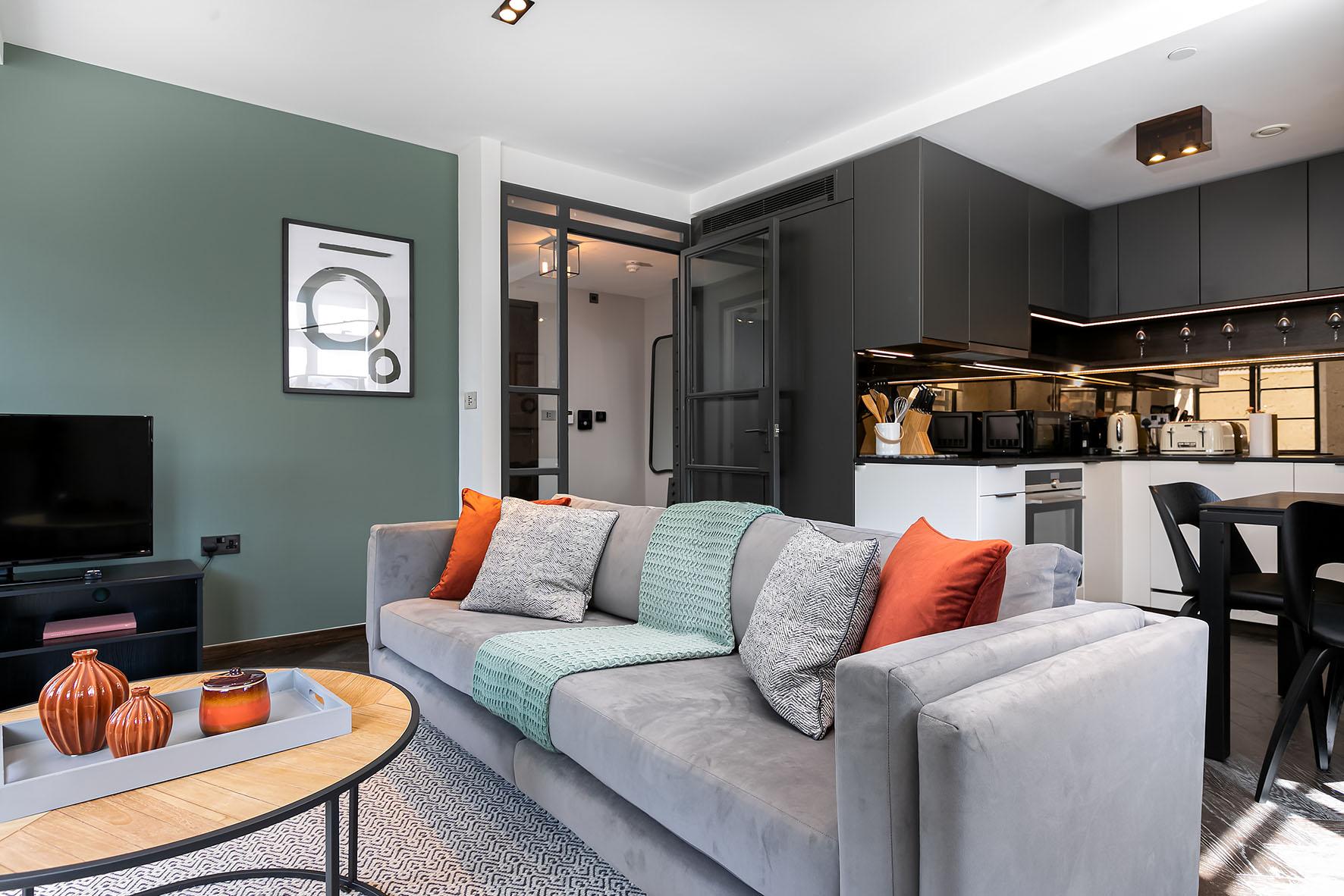 Lovelydays luxury service apartment rental - London - Soho - Oxford Street IV - Lovelysuite - 2 bedrooms - 2 bathrooms - Luxury living room - cb17252668ea - Lovelydays