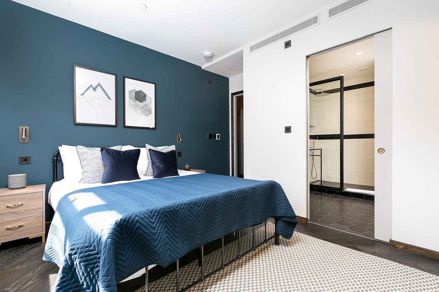 Lovelydays luxury service apartment rental - London - Soho - Oxford Street IV - Lovelysuite - 2 bedrooms - 2 bathrooms - Queen bed - c195ab9b2331 - Lovelydays