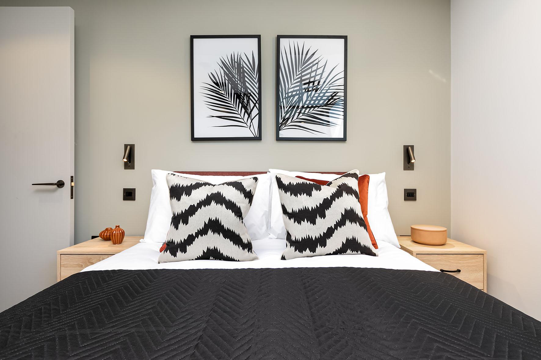 Lovelydays luxury service apartment rental - London - Soho - Oxford Street IV - Lovelysuite - 2 bedrooms - 2 bathrooms - Queen bed - 39cdb29ab22a - Lovelydays
