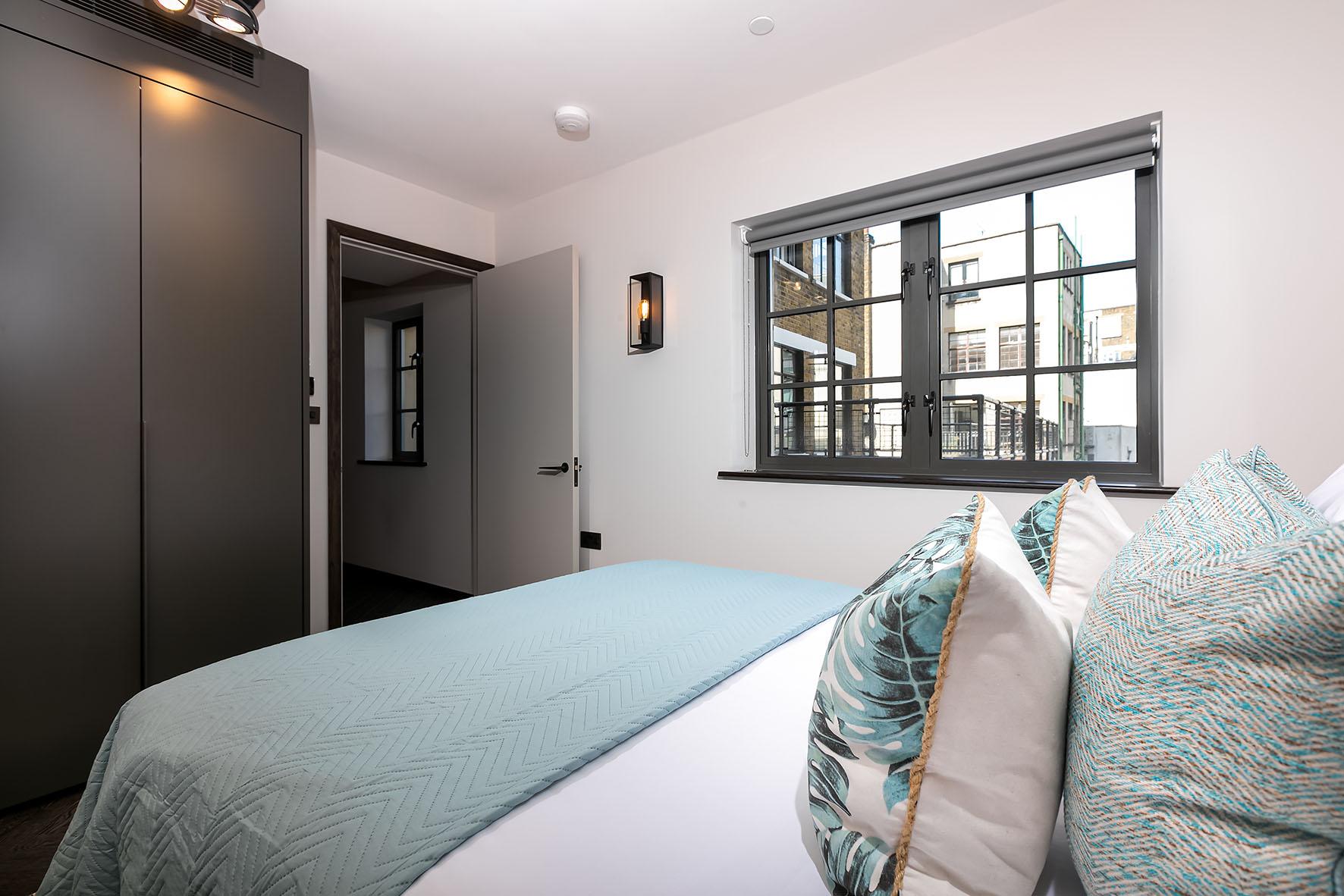 Lovelydays luxury service apartment rental - London - Soho - Oxford Street V - Lovelysuite - 1 bedrooms - 1 bathrooms - Queen bed - 5f0579a9744a - Lovelydays