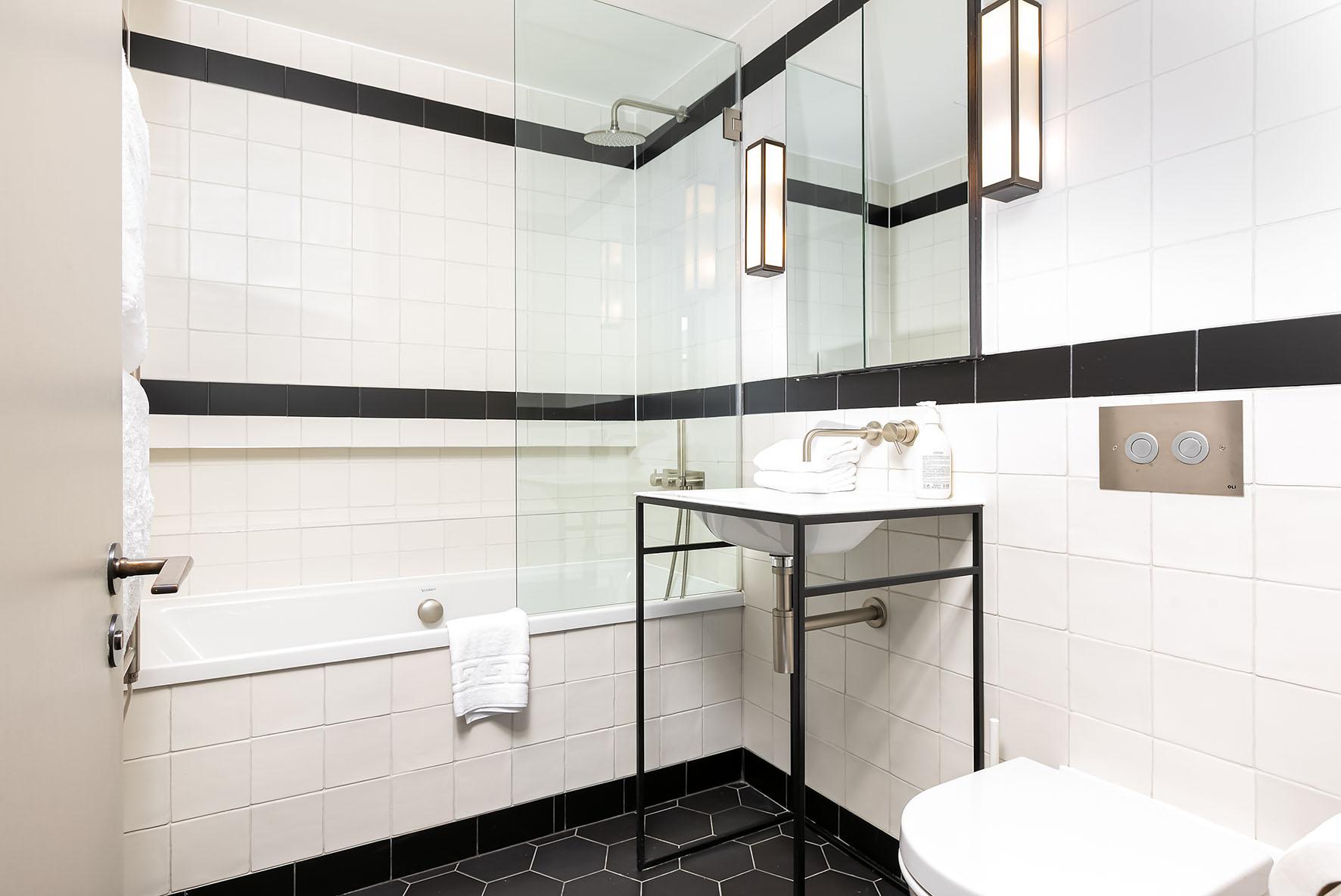 Lovelydays luxury service apartment rental - London - Soho - Oxford Street V - Lovelysuite - 1 bedrooms - 1 bathrooms - Beautiful bathtub - 3743d7229203 - Lovelydays