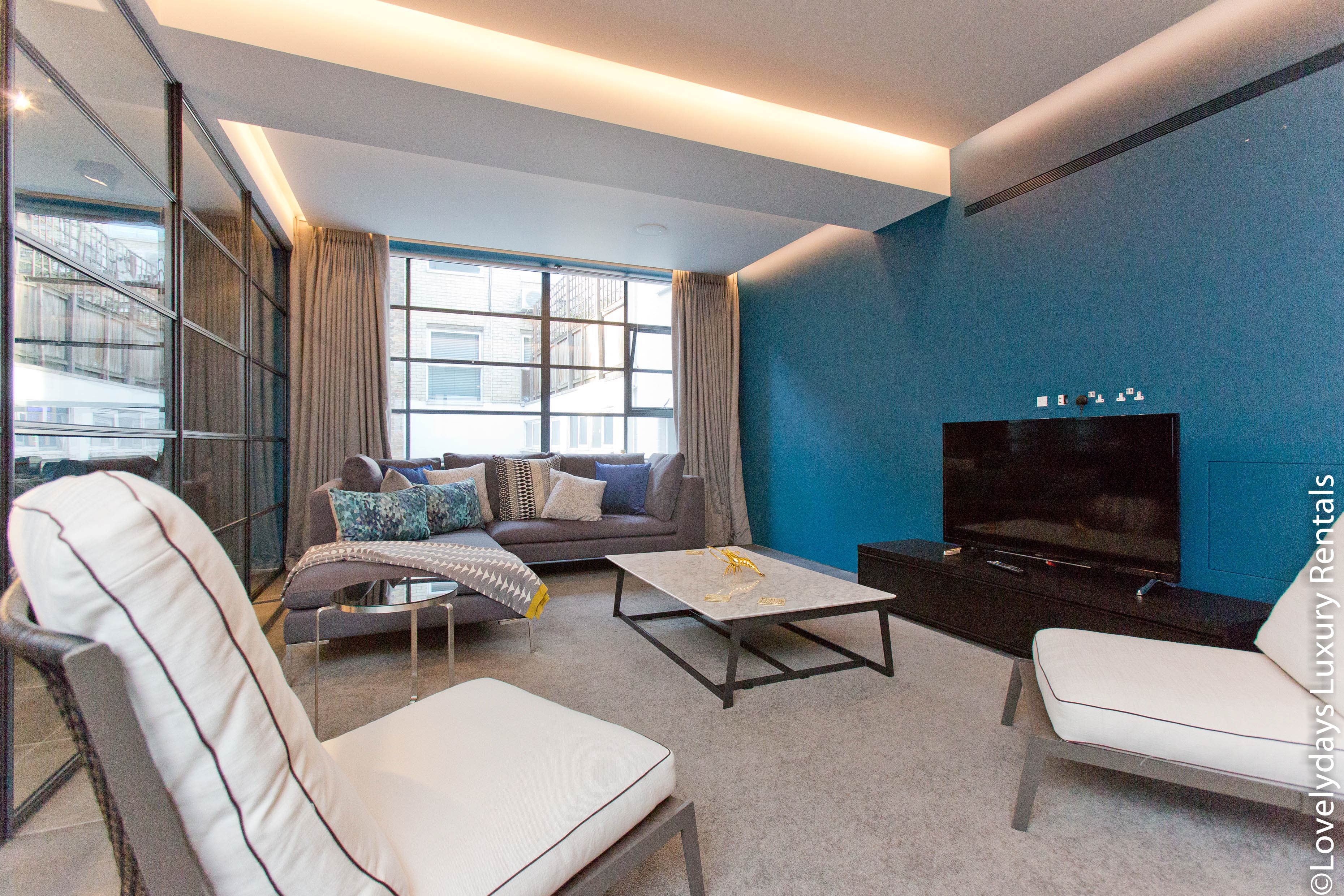 Lovelydays luxury service apartment rental - London - Soho - Royalty Mews III - Partner - 2 bedrooms - 2 bathrooms - Luxury living room - b7c70772c03e - Lovelydays