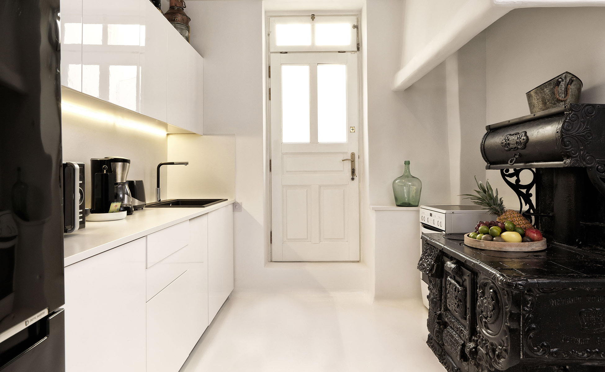 <p>Lovelydays Luxury Rentals introduce you pictures of a charming house in the heart of Greece</p>
