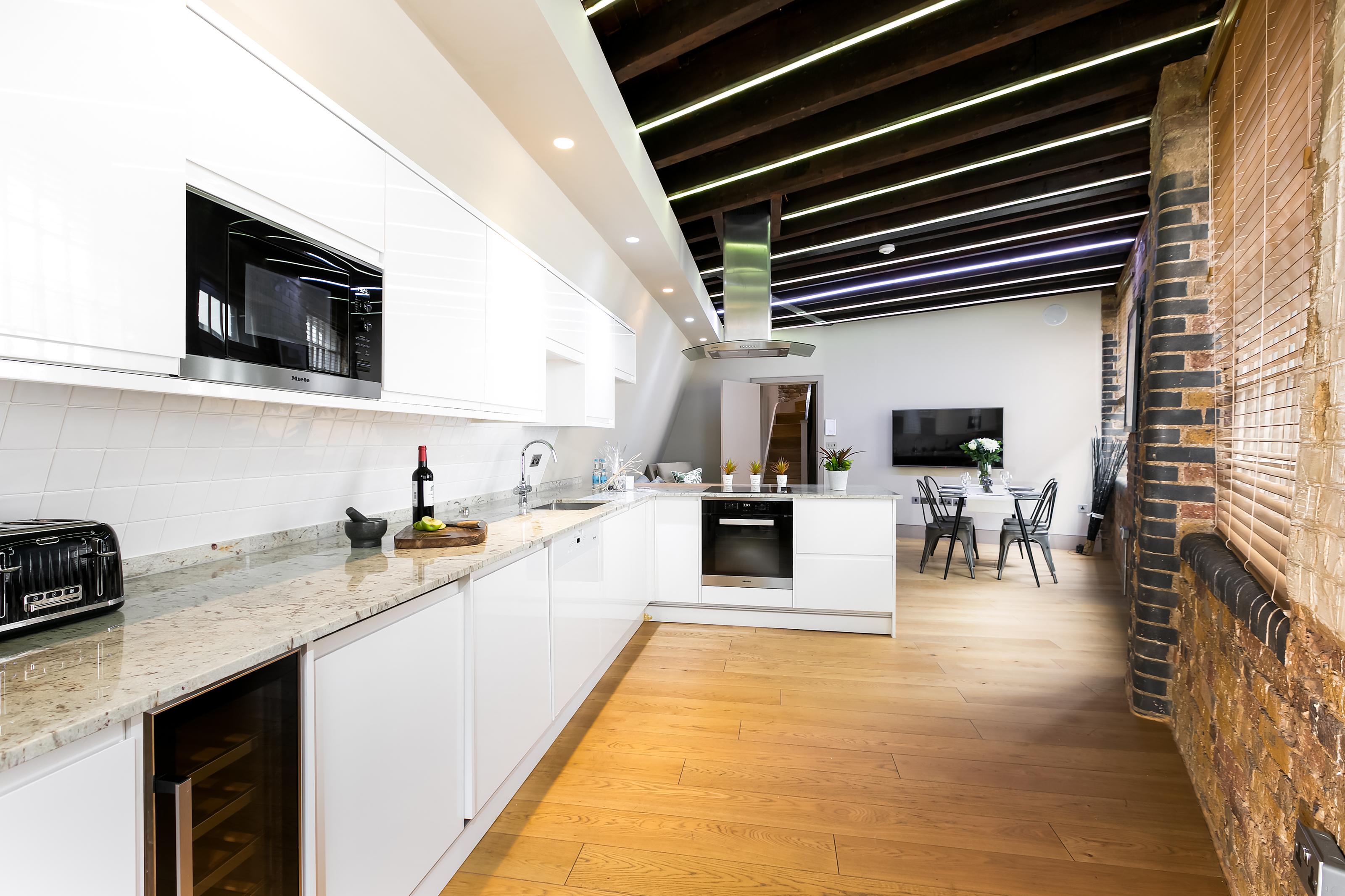 Lovelydays luxury service apartment rental - London - Fitzrovia - Wells Mews A - Lovelysuite - 2 bedrooms - 2 bathrooms - Luxury kitchen - 5 star serviced apartments in london - edbe6add2deb - Lovelydays
