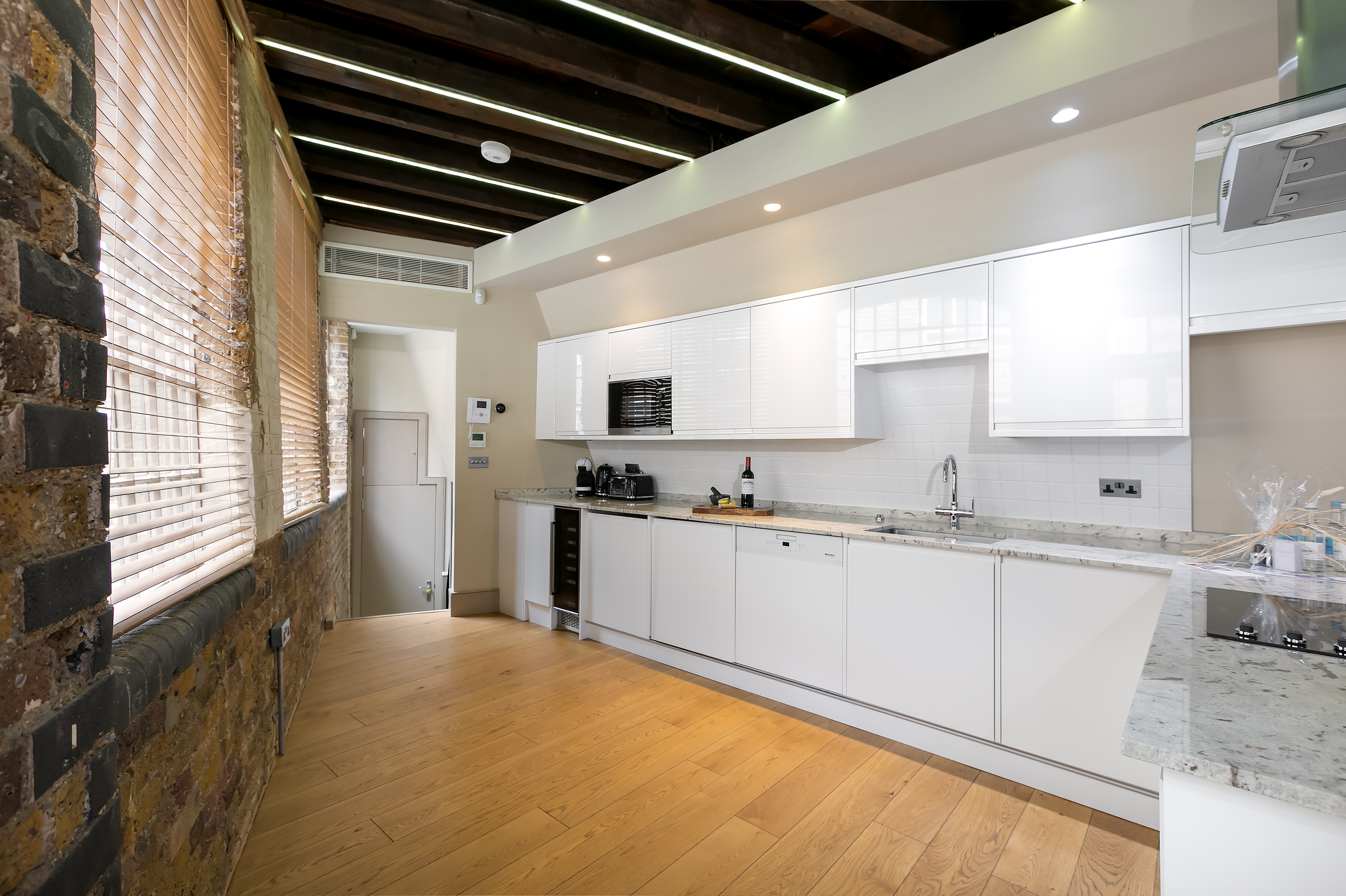 Lovelydays luxury service apartment rental - London - Fitzrovia - Wells Mews A - Lovelysuite - 2 bedrooms - 2 bathrooms - Luxury kitchen - 5 star serviced apartments in london - acdc163a05bf - Lovelydays