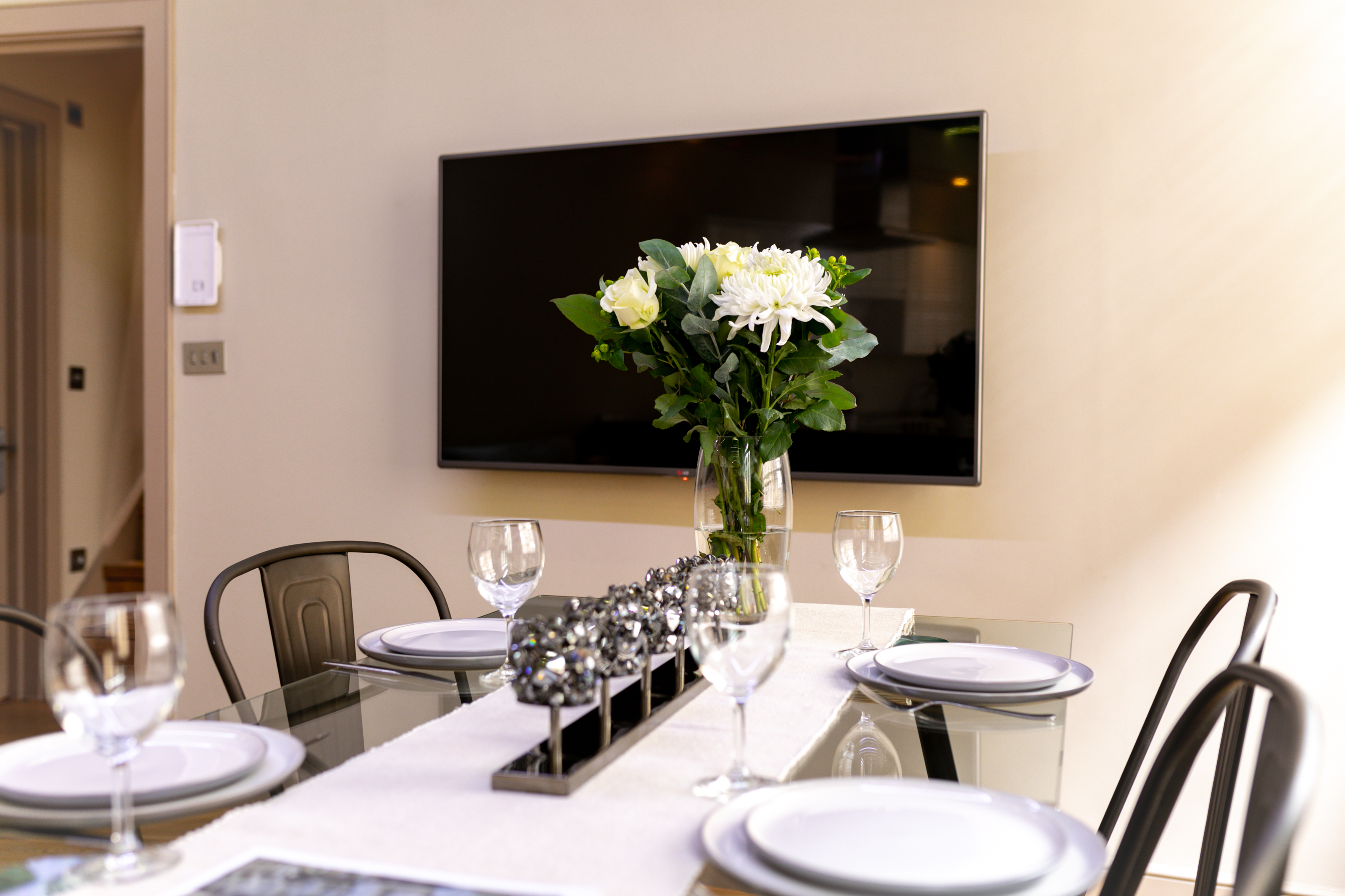 Lovelydays luxury service apartment rental - London - Fitzrovia - Wells Mews A - Lovelysuite - 2 bedrooms - 2 bathrooms - Dining living room - 5 star serviced apartments in london - 31895eb6046f - Lovelydays