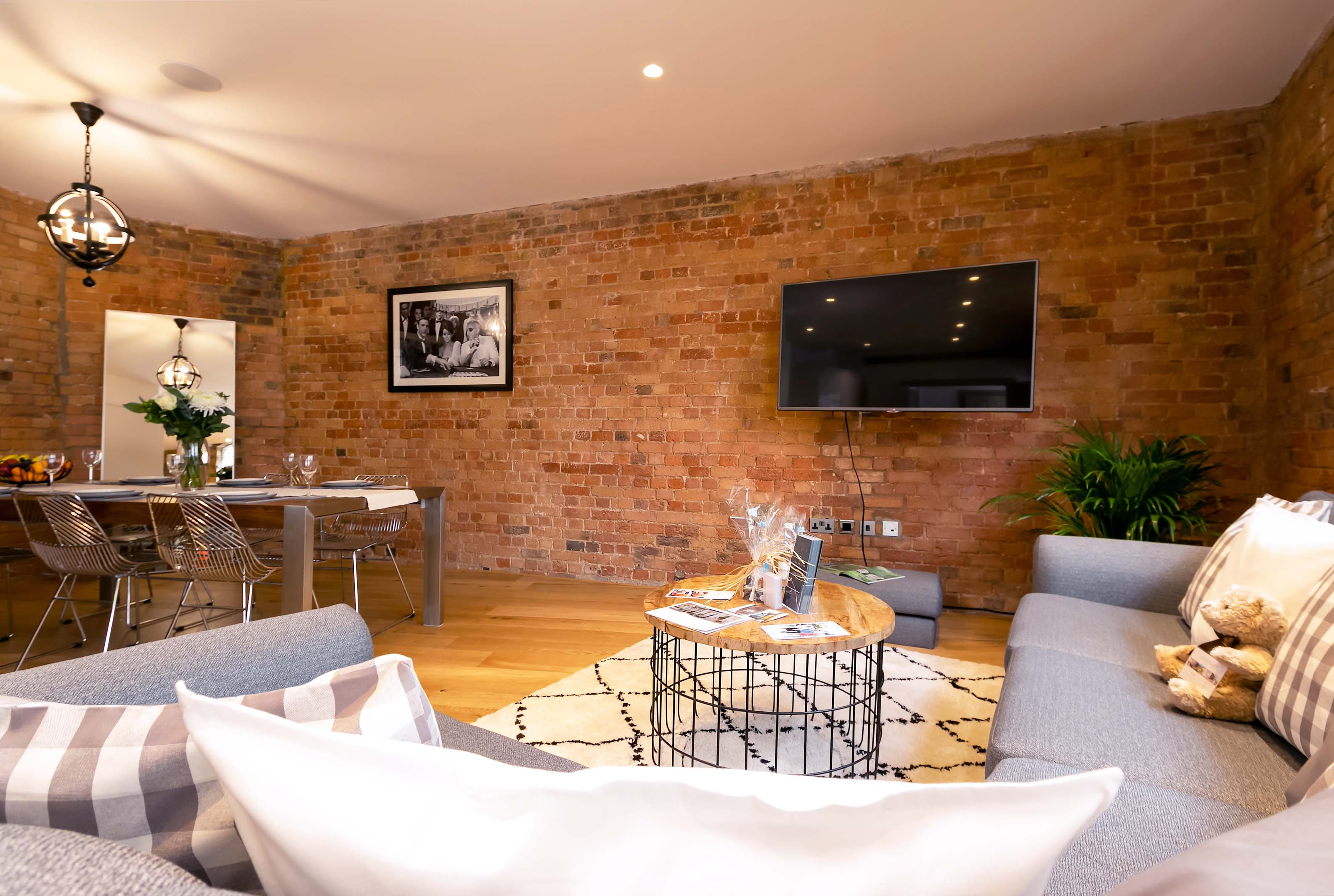 Lovelydays luxury service apartment rental - London - Fitzrovia - Wells Mews B - Lovelysuite - 2 bedrooms - 2 bathrooms - Luxury living room - 17f72f1317ef - Lovelydays