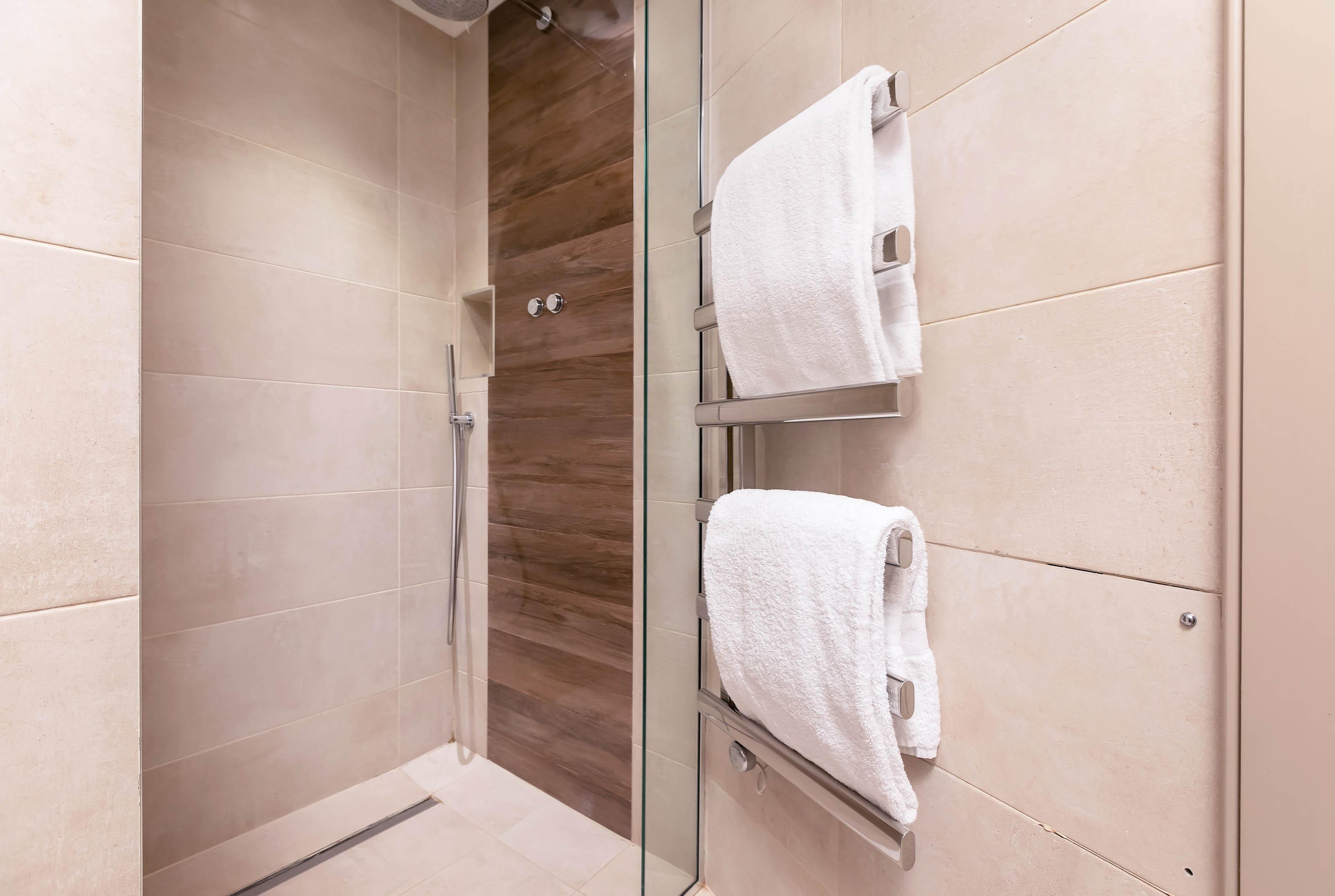 Lovelydays luxury service apartment rental - London - Fitzrovia - Wells Mews B - Lovelysuite - 2 bedrooms - 2 bathrooms - Lovely shower - 70ed925f8e40 - Lovelydays