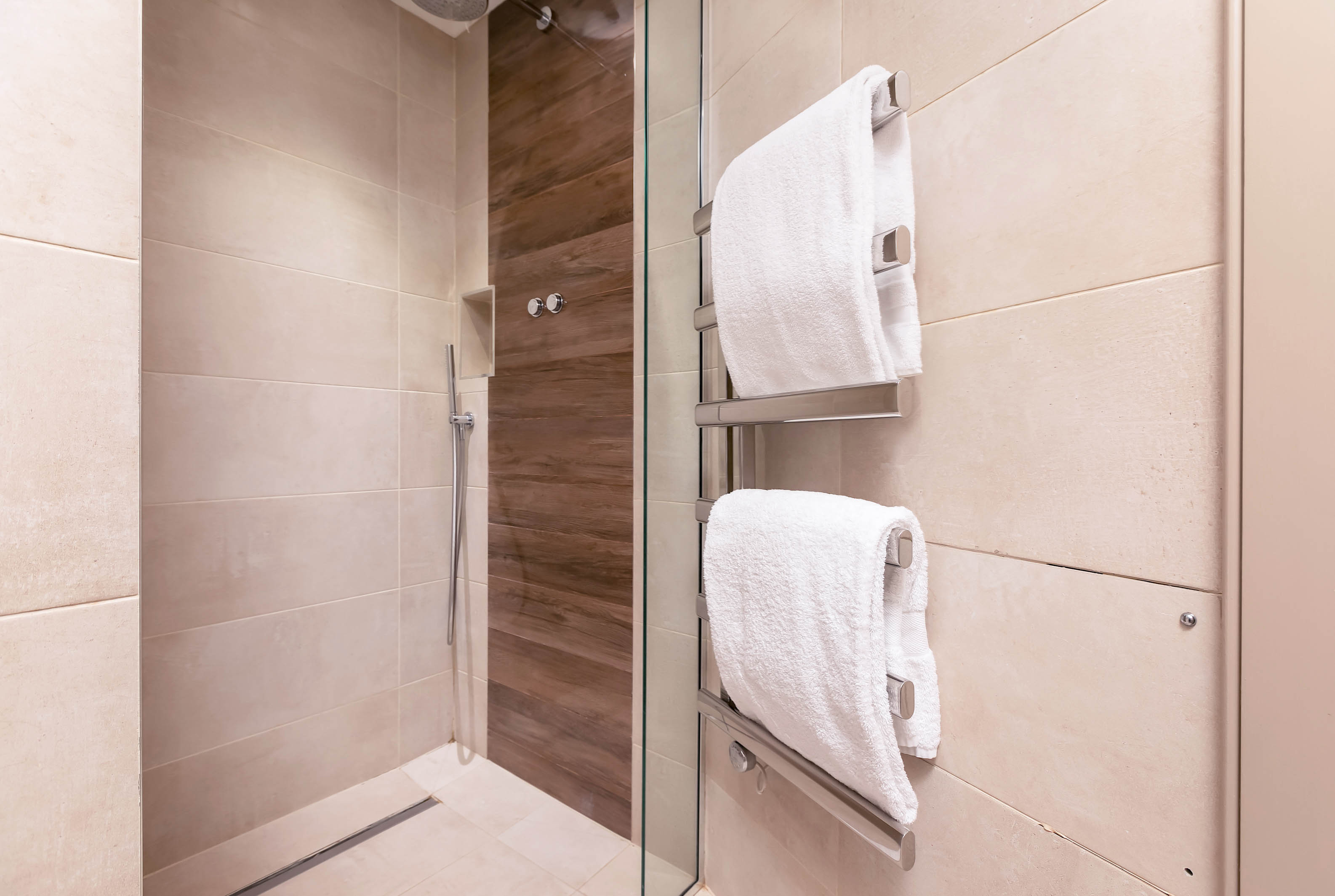 Lovelydays luxury service apartment rental - London - Fitzrovia - Wells Mews B - Lovelysuite - 2 bedrooms - 2 bathrooms - Lovely shower - 2831f3f2708f - Lovelydays