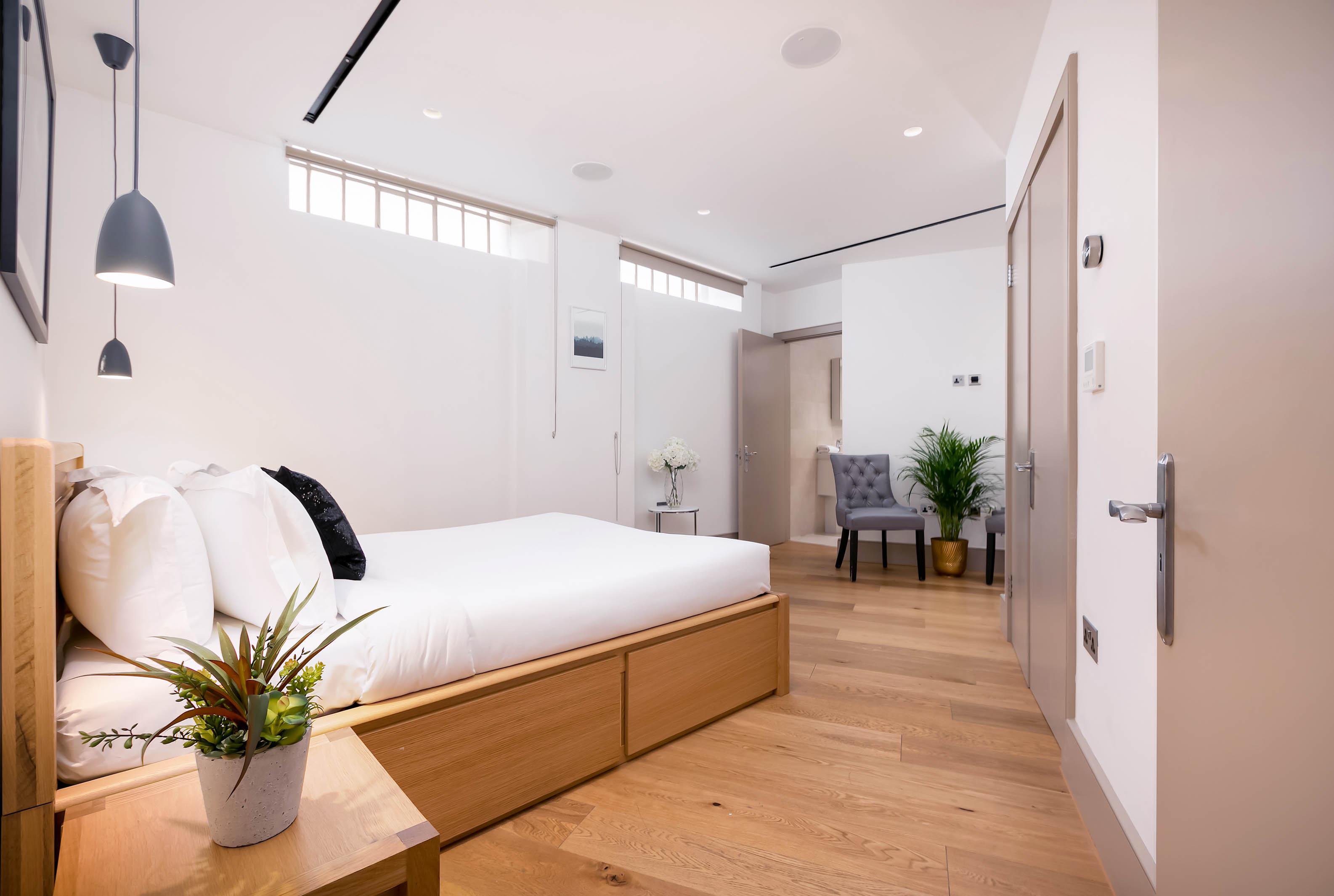 Lovelydays luxury service apartment rental - London - Fitzrovia - Wells Mews B - Lovelysuite - 2 bedrooms - 2 bathrooms - Double bed - aece0b76ba9d - Lovelydays