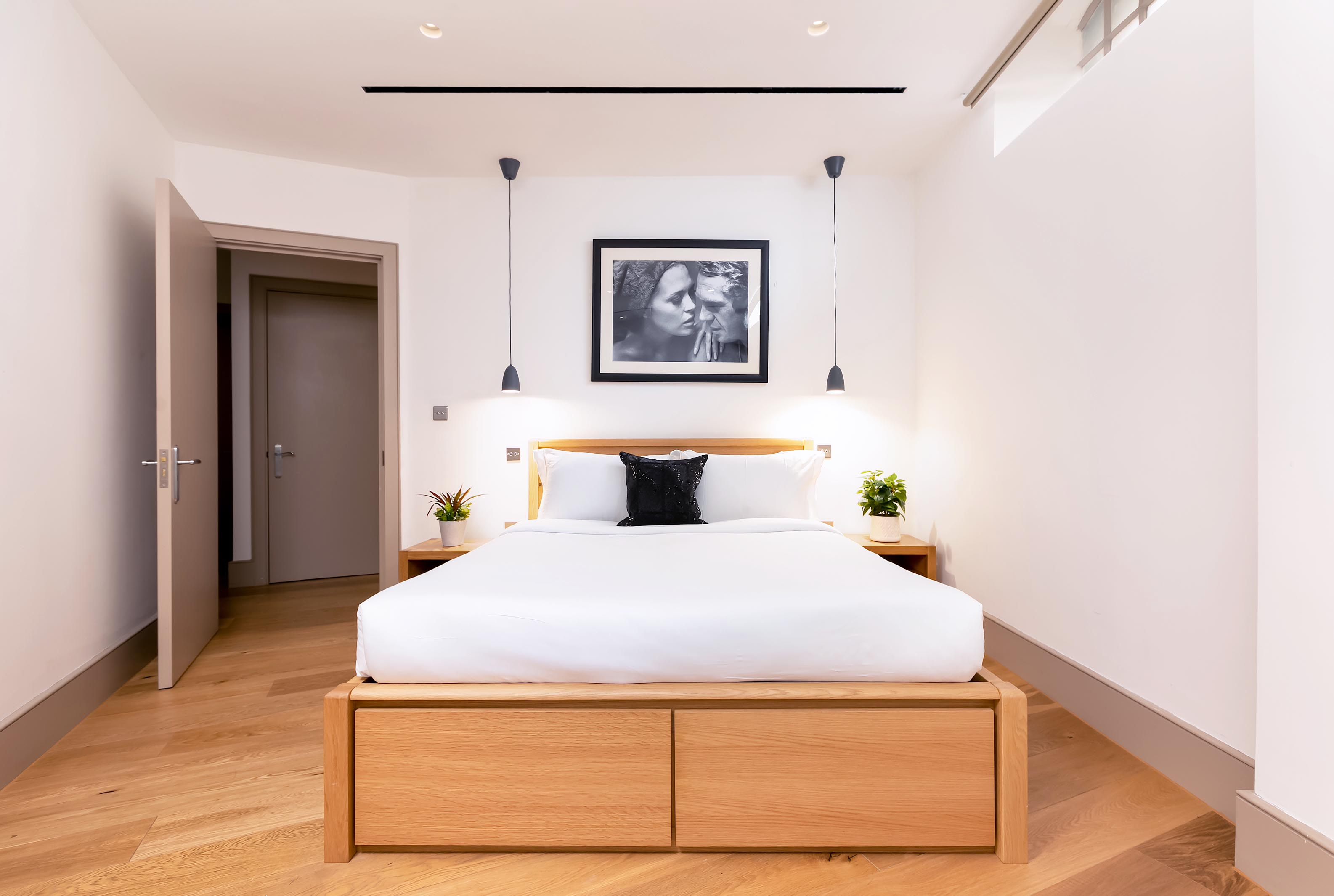 Lovelydays luxury service apartment rental - London - Fitzrovia - Wells Mews B - Lovelysuite - 2 bedrooms - 2 bathrooms - Double bed - bdf20f5f54ef - Lovelydays