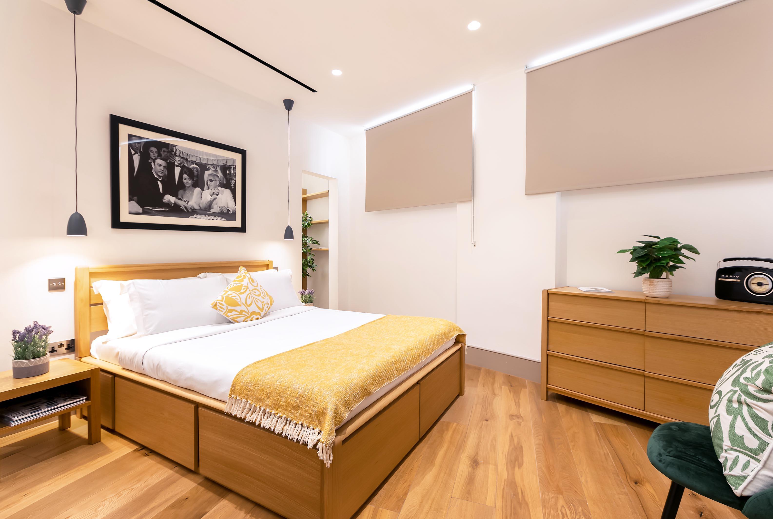 Lovelydays luxury service apartment rental - London - Fitzrovia - Wells Mews B - Lovelysuite - 2 bedrooms - 2 bathrooms - Double bed - e7ea27eeb1d7 - Lovelydays