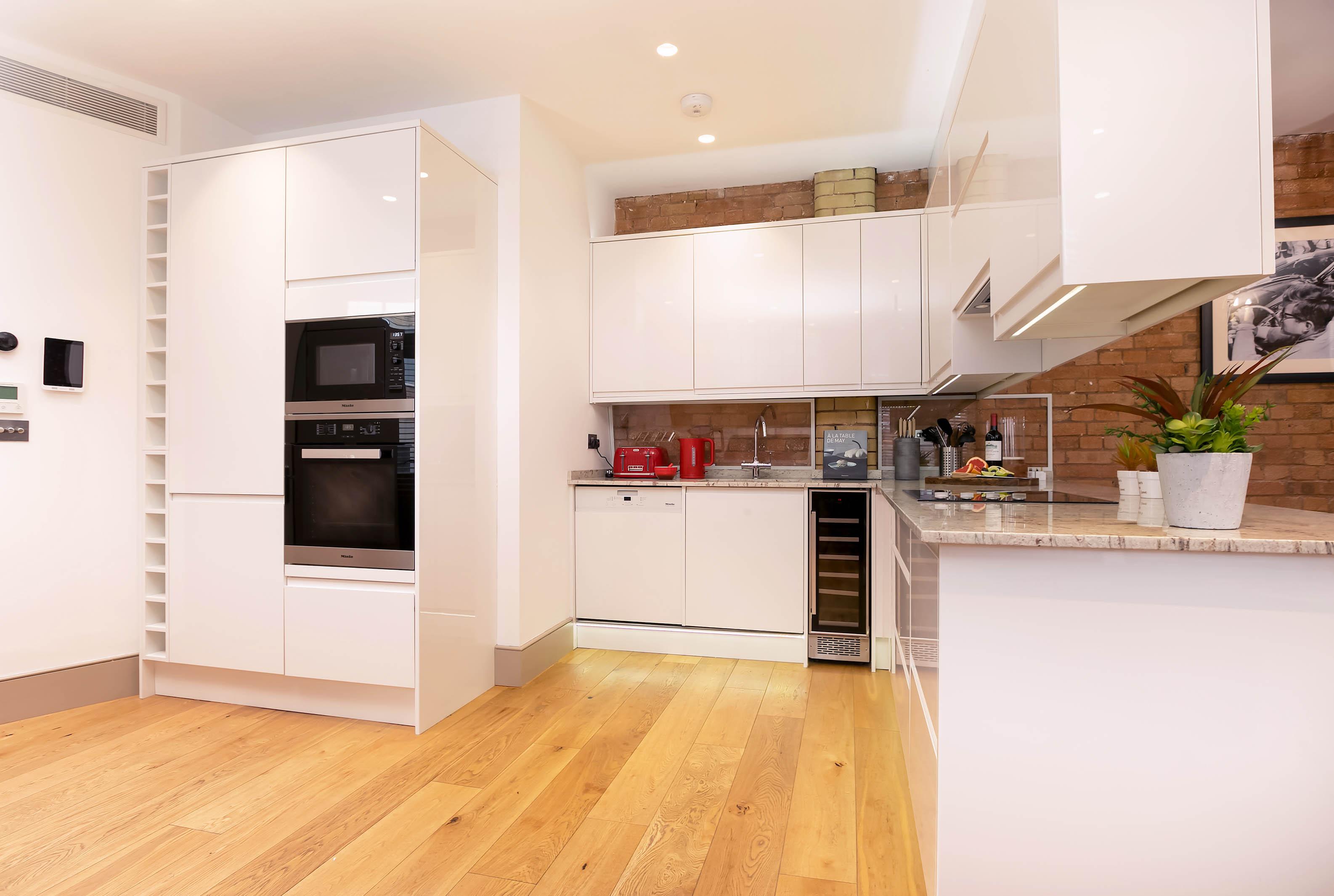 Lovelydays luxury service apartment rental - London - Fitzrovia - Wells Mews B - Lovelysuite - 2 bedrooms - 2 bathrooms - Luxury kitchen - 01acce06ed98 - Lovelydays