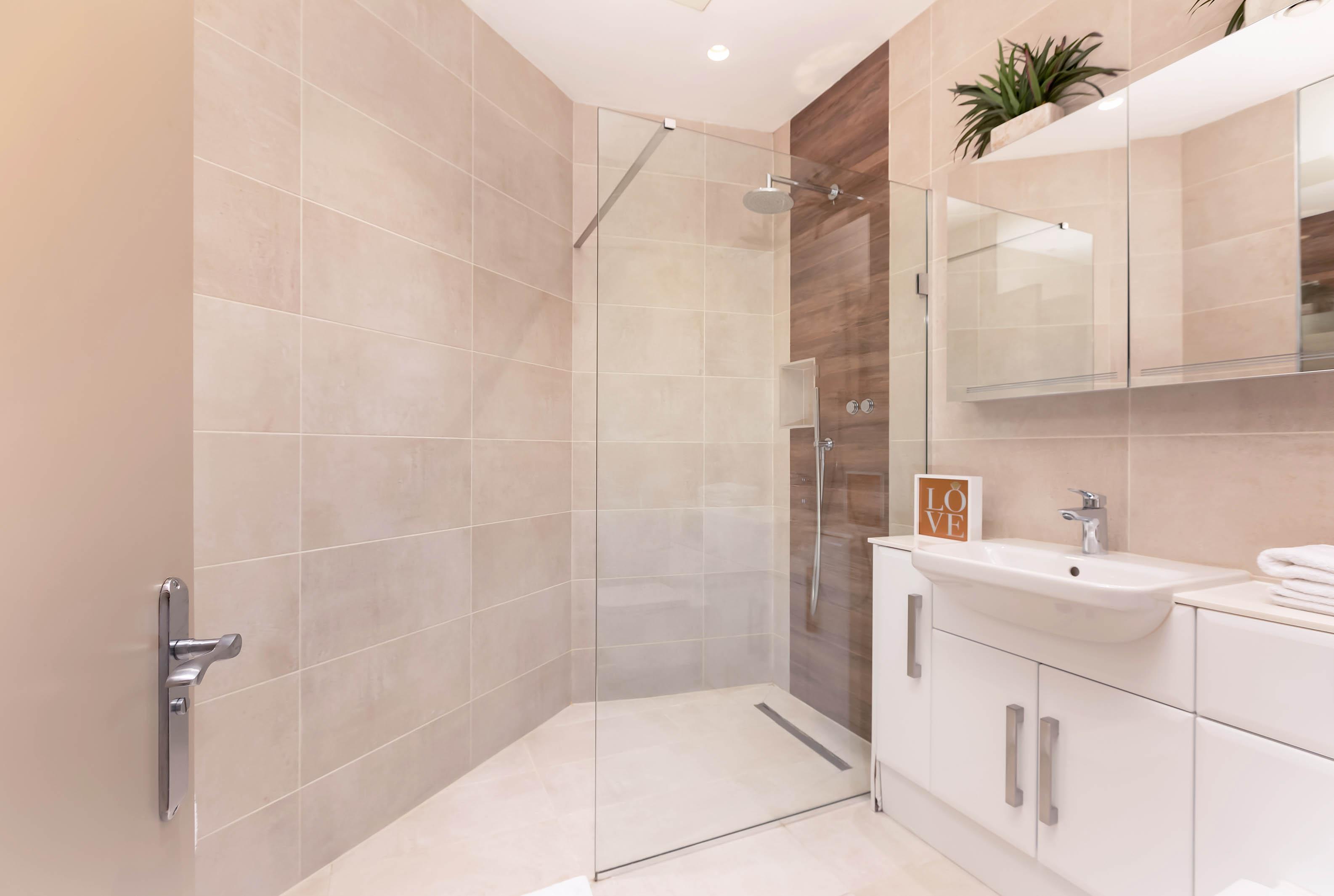 Lovelydays luxury service apartment rental - London - Fitzrovia - Wells Mews B - Lovelysuite - 2 bedrooms - 2 bathrooms - Lovely shower - d5f7378a89df - Lovelydays