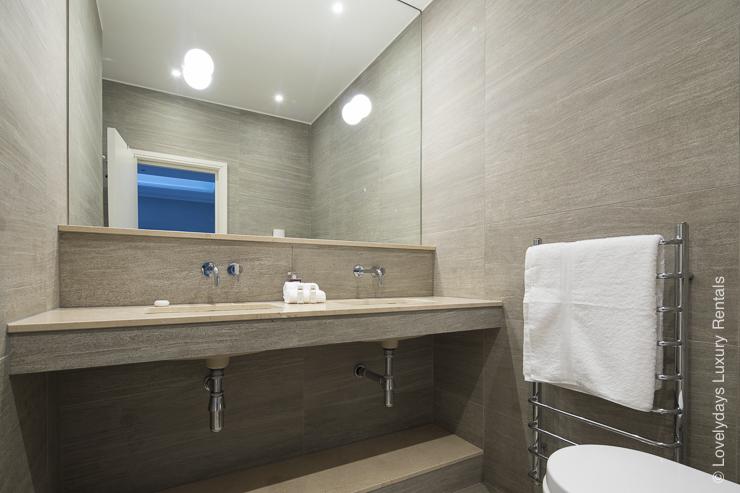 Lovelydays luxury service apartment rental - London - Notting Hill - Clanricarde II - Lovelysuite - 2 bedrooms - 2 bathrooms - Beautiful bathtub - 0f2207c7742f - Lovelydays