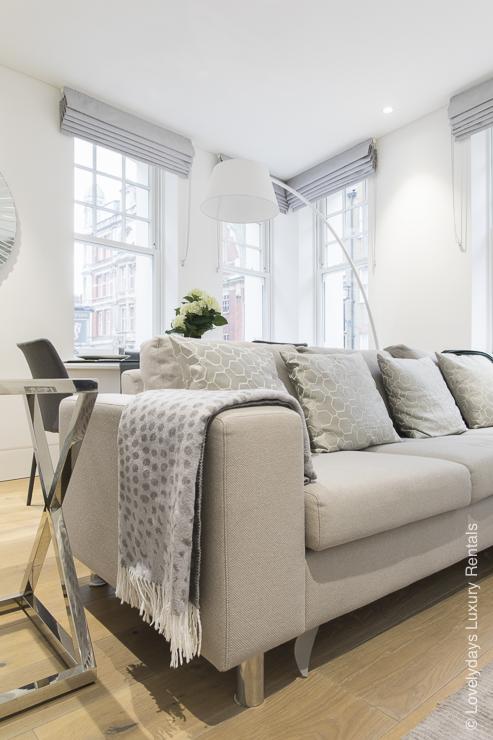 Lovelydays luxury service apartment rental - London - Soho - Romilly Street - Lovelysuite - 2 bedrooms - 2 bathrooms - Luxury living room - 5d2c174edda0 - Lovelydays