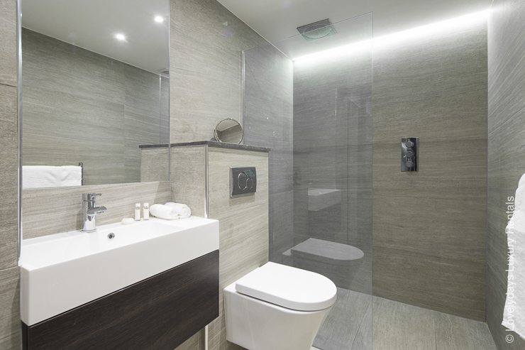 Lovelydays luxury service apartment rental - London - Notting Hill - Clanricarde II - Lovelysuite - 2 bedrooms - 2 bathrooms - Lovely shower - 2bf60d2de3a2 - Lovelydays