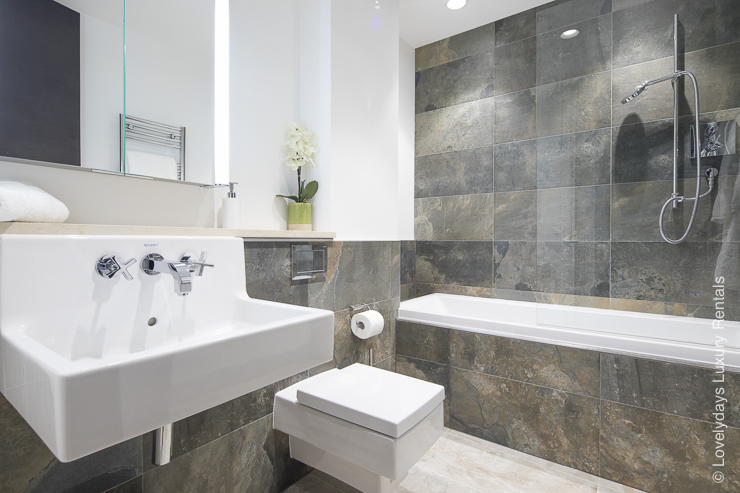 Lovelydays luxury service apartment rental - London - Soho - Romilly Street - Lovelysuite - 2 bedrooms - 2 bathrooms - Beautiful bathtub - 845c890f8d42 - Lovelydays
