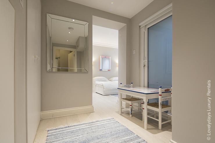 Lovelydays luxury service apartment rental - London - Notting Hill - Clanricarde II - Lovelysuite - 2 bedrooms - 2 bathrooms - Queen bed - 549cf6783836 - Lovelydays