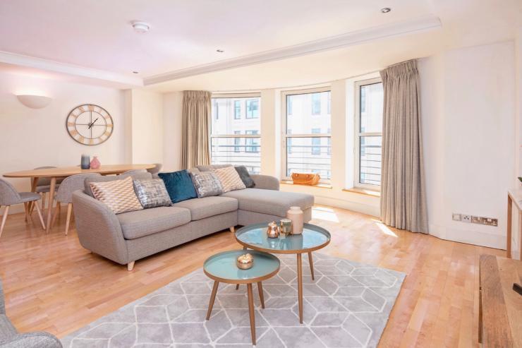 https://lovelydays.com/images/properties/img/Argyll-Street-Penthouse/Argyll-Street-Penthouse-e1c689e2f6f6.jpeg