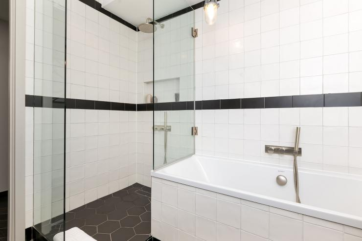 Lovelydays luxury service apartment rental - London - Soho - Berwick Street III - Lovelysuite - 1 bedrooms - 1 bathrooms - Lovely shower - Beautiful bathtub - 4b676d98469a - Lovelydays