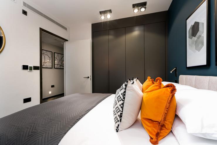 Lovelydays luxury service apartment rental - London - Soho - Berwick Street III - Lovelysuite - 1 bedrooms - 1 bathrooms - Queen bed - 4218f00dc903 - Lovelydays