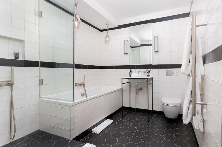 Lovelydays luxury service apartment rental - London - Soho - Berwick Street III - Lovelysuite - 1 bedrooms - 1 bathrooms - Beautiful bathtub - 562131cac610 - Lovelydays