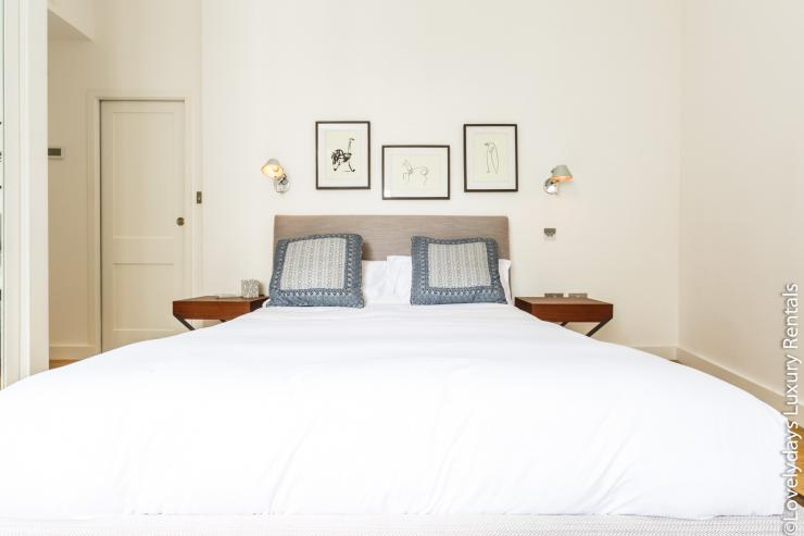 Lovelydays luxury service apartment rental - London - Covent Garden - Cockspur Street - Lovelysuite - 3 bedrooms - 2 bathrooms - Double bed - 33c3e0cc66d3 - Lovelydays