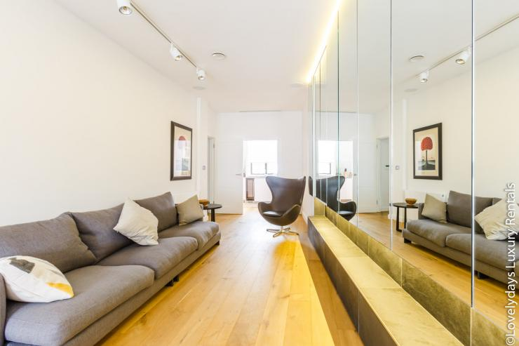 Lovelydays luxury service apartment rental - London - Covent Garden - Cockspur Street - Lovelysuite - 3 bedrooms - 2 bathrooms - Luxury living room - b579a1bb5015 - Lovelydays