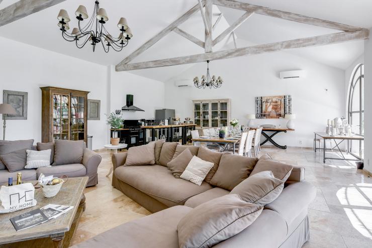 Lovelydays luxury service apartment rental - St Rémy de Provence and surroundings - Ameu Mas - Partner - 6 bedrooms - 6 bathrooms - Luxury living room - c45dffd483a0 - Lovelydays