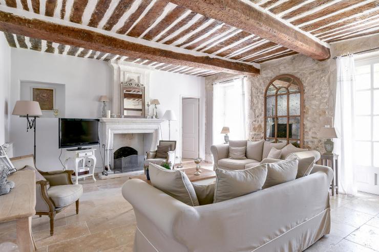 Lovelydays luxury service apartment rental - St Rémy de Provence and surroundings - Ameu Mas - Partner - 6 bedrooms - 6 bathrooms - Luxury living room - 89a08991be1a - Lovelydays