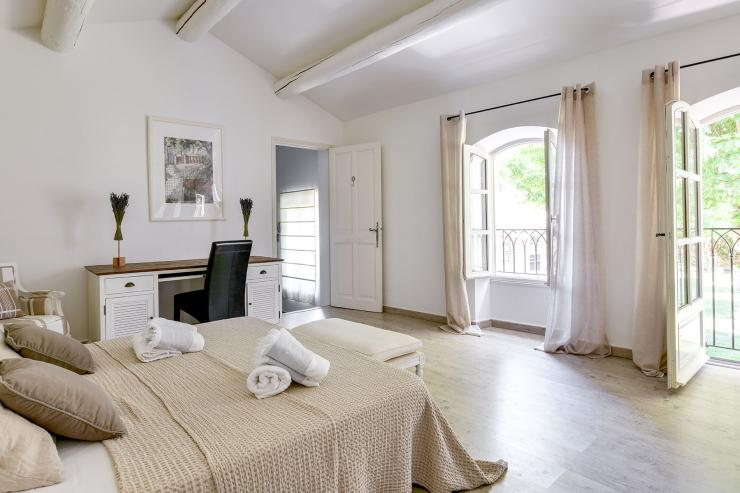 Lovelydays luxury service apartment rental - St Rémy de Provence and surroundings - Ameu Mas - Partner - 6 bedrooms - 6 bathrooms - Queen bed - 7a0fb7a314d8 - Lovelydays
