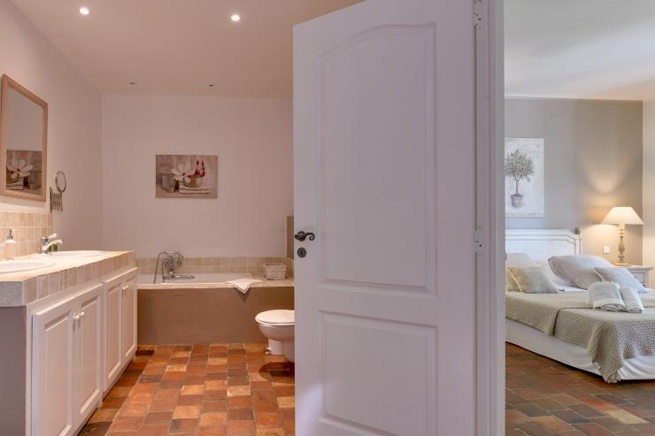 Lovelydays luxury service apartment rental - St Rémy de Provence and surroundings - Ameu Mas - Partner - 6 bedrooms - 6 bathrooms - Beautiful bathtub - 33c675bc5e88 - Lovelydays