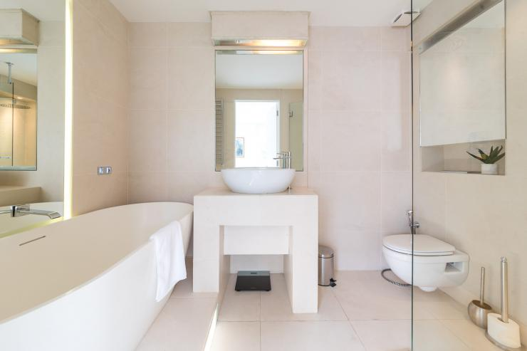 Lovelydays luxury service apartment rental - London - Fitzrovia - Foley Street II - Lovelysuite - 2 bedrooms - 2 bathrooms - Beautiful bathtub - c778a0760c38 - Lovelydays