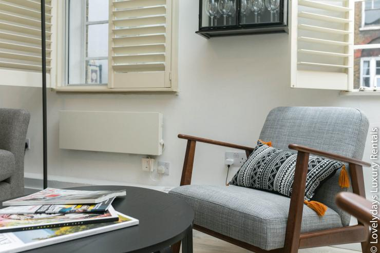 Lovelydays luxury service apartment rental - London - Fitzrovia - Goodge 55 - Lovelysuite - 2 bedrooms - 3 bathrooms - Comfortable sofa - f56d5f601c51 - Lovelydays